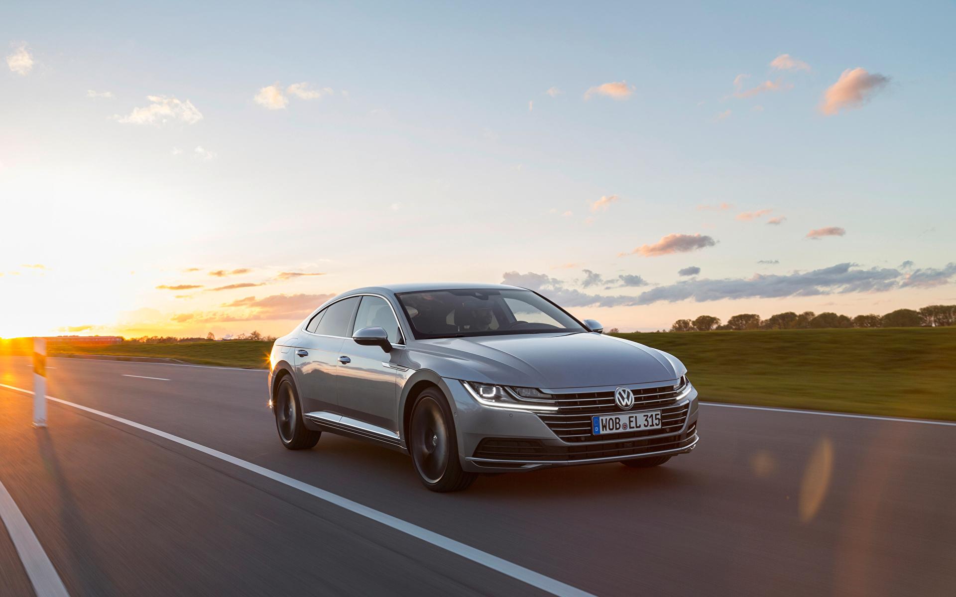Achtergrond Volkswagen Arteon 4MOTION Elegance Worldwide grijze bewegende Auto Metallic 1920x1200 Grijs Beweging rijdende snelheid auto's automobiel