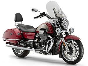 Fotos Weißer hintergrund Bordeauxrot 2012-21 Moto Guzzi California 1400 Touring SE Motorräder