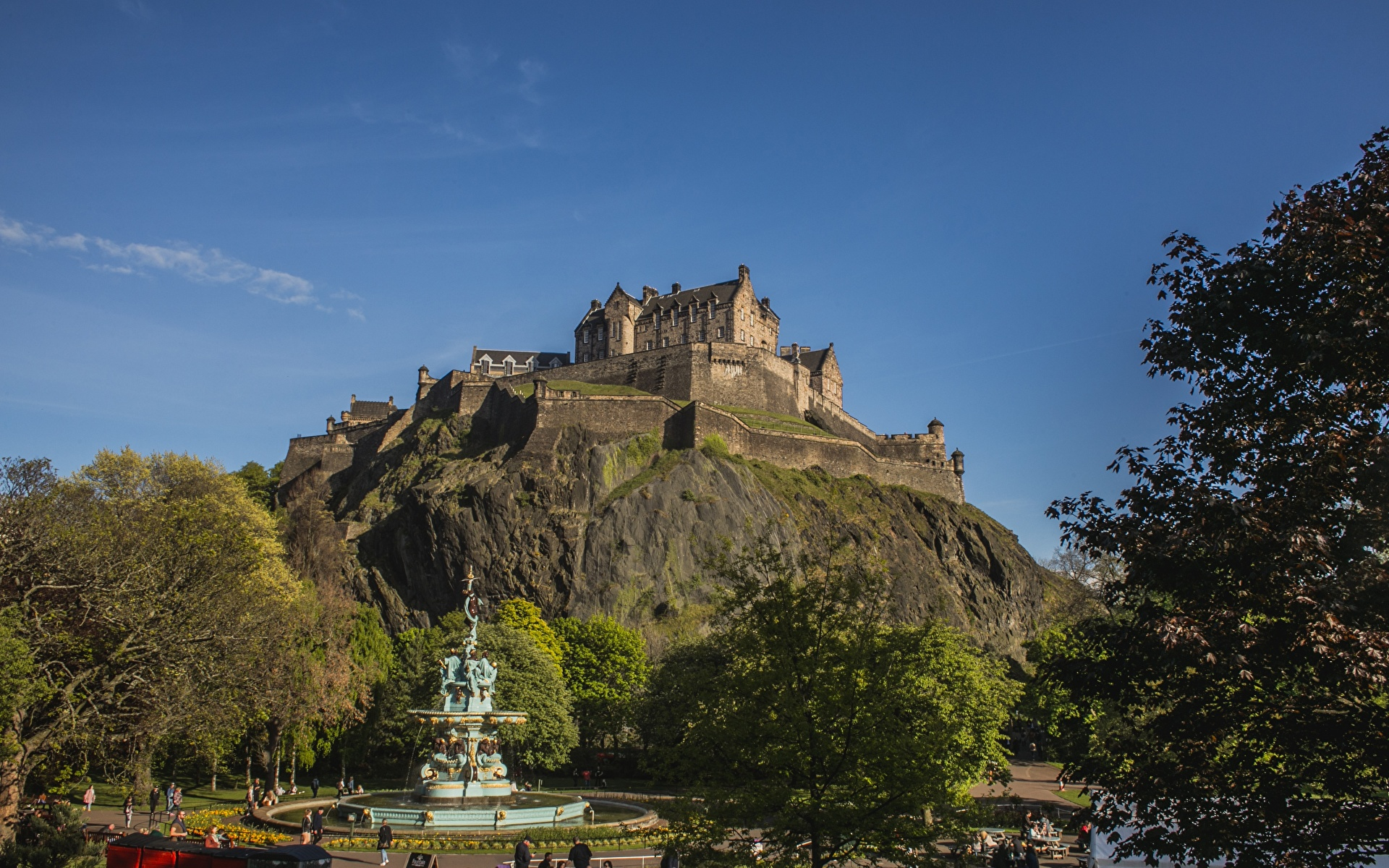 Tapeta Szkocja Fontanny Edinburgh Castle, Castle Rock Zamek Turnia miasto 1920x1200 fontanna skała skałki Miasta