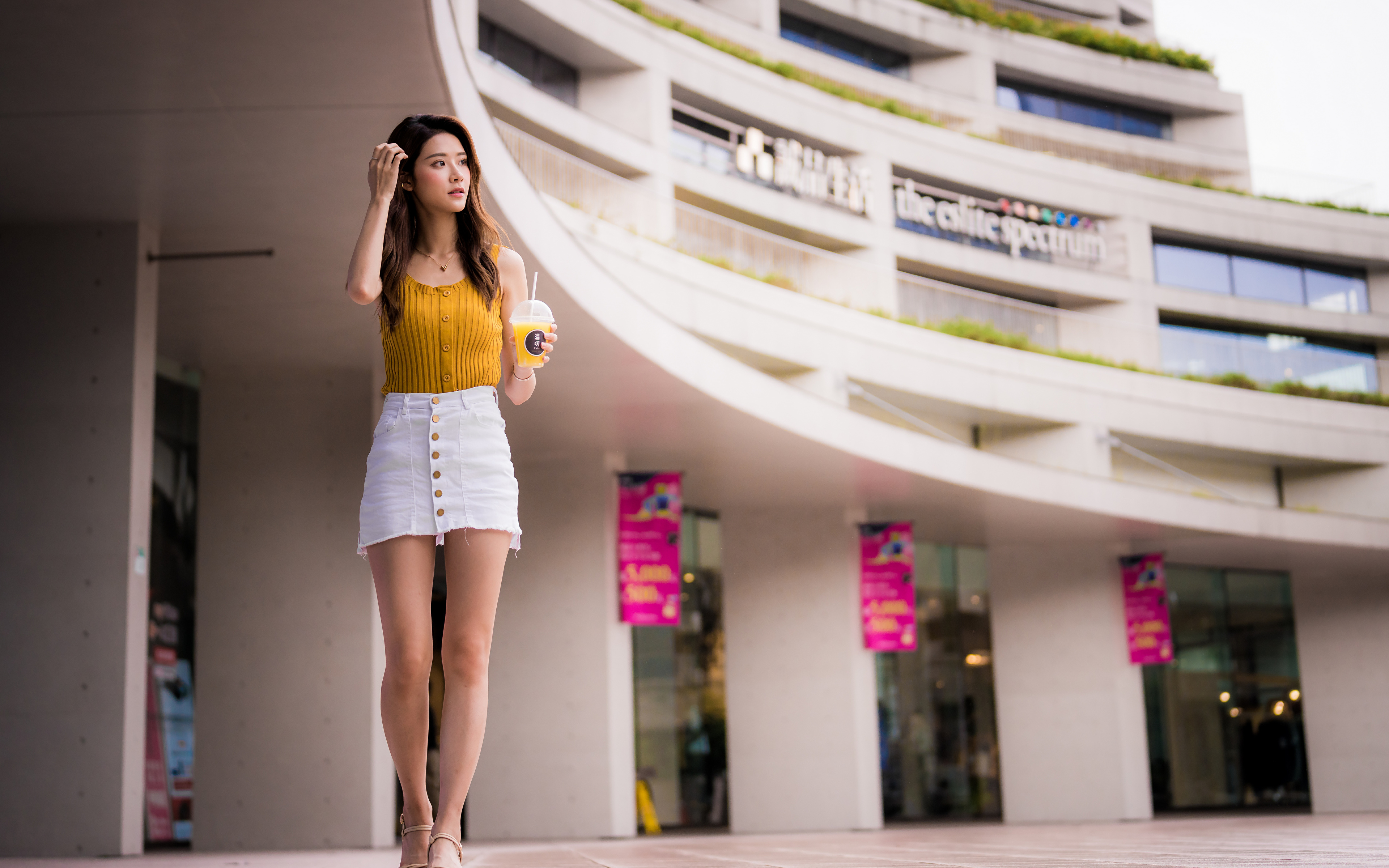 Bilder Rock Bokeh Pose junge Frauen Bein Unterhemd Asiatische 3840x2400 unscharfer Hintergrund posiert Mädchens junge frau Asiaten asiatisches