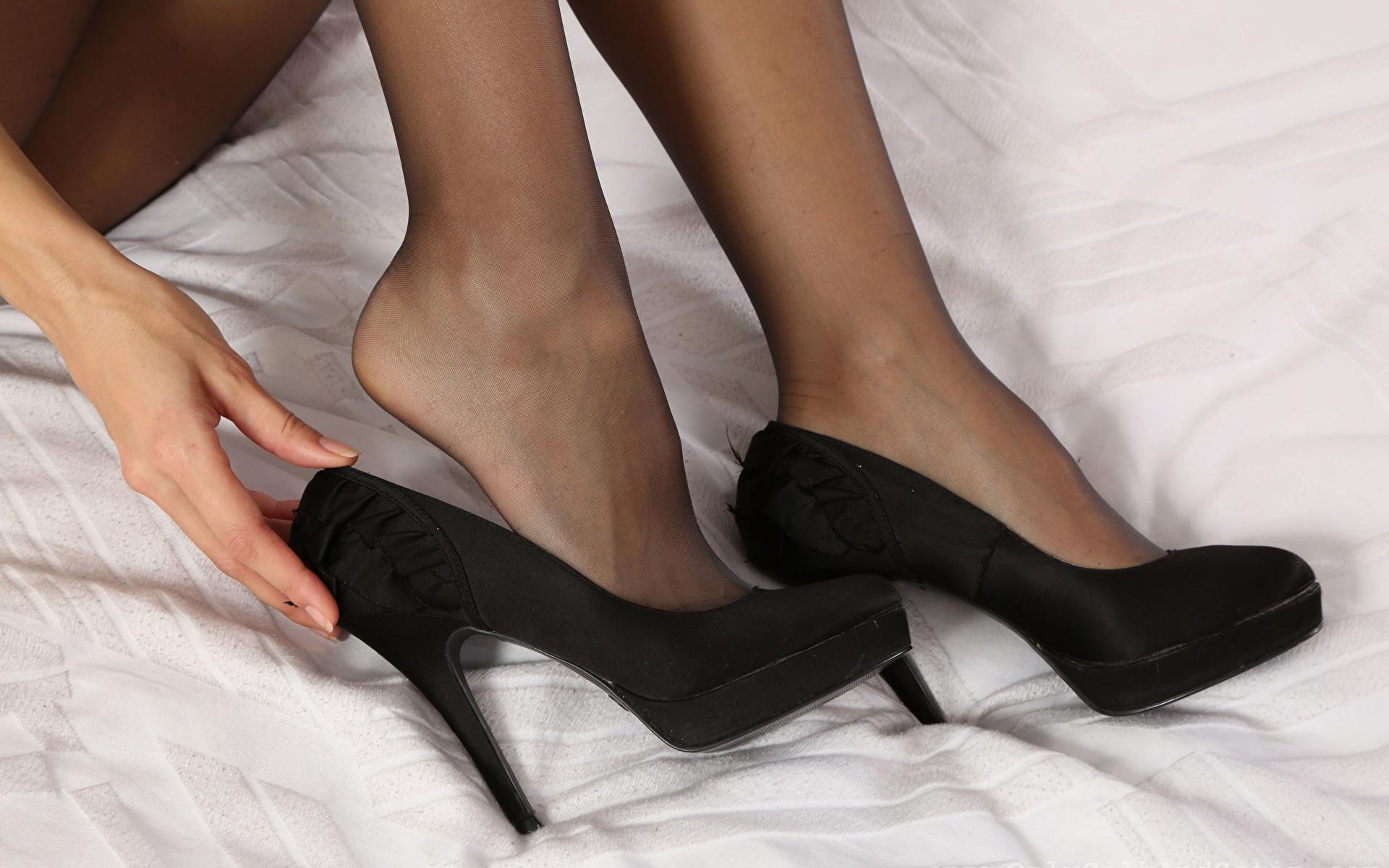 Fotos von Strumpfhose Mädchens Bein Nahaufnahme High Heels 1920x1200 junge frau junge Frauen hautnah Großansicht Stöckelschuh