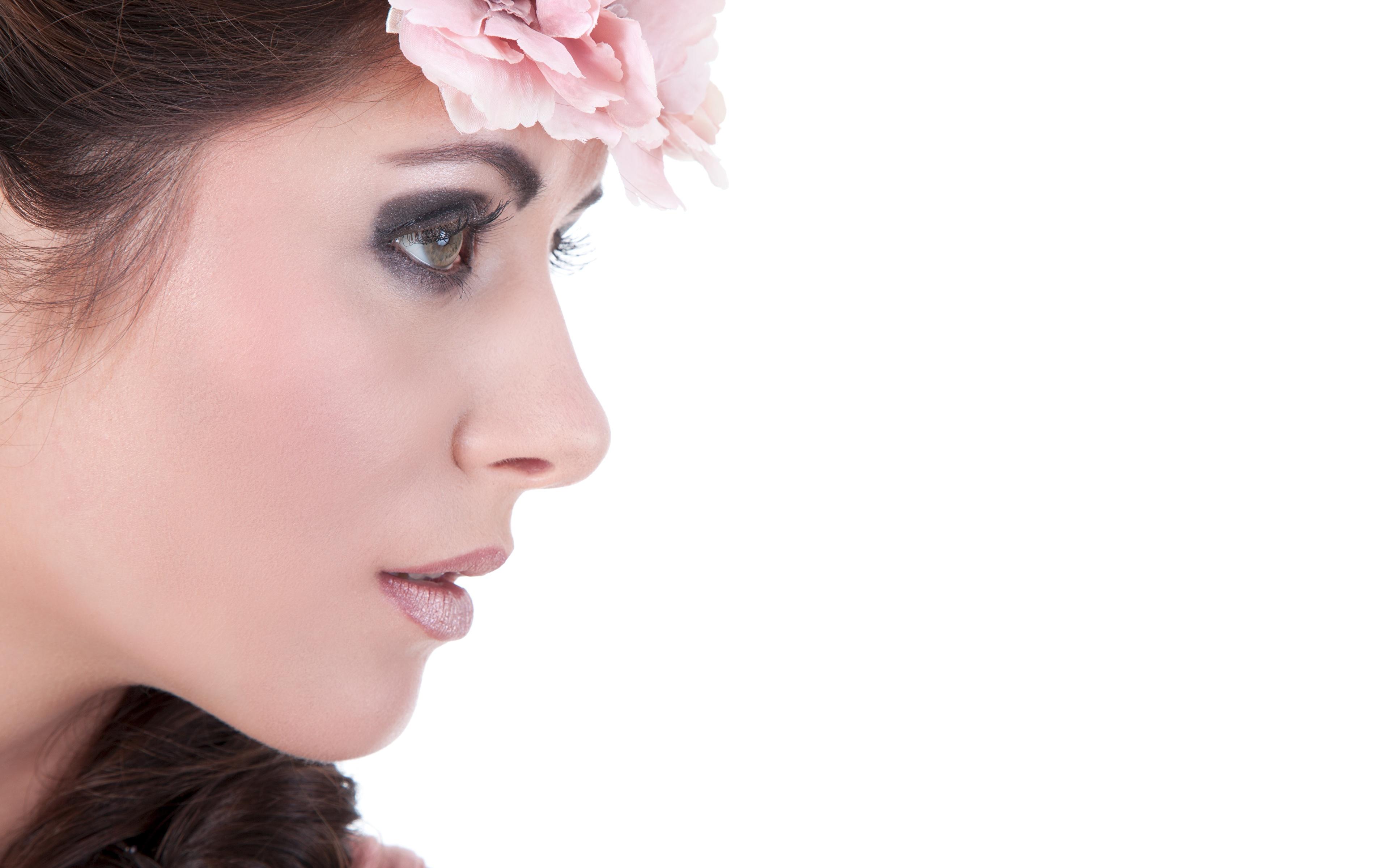 Fotos von Model Schminke Kranz Gesicht junge Frauen Weißer hintergrund 3840x2400 Make Up Mädchens junge frau