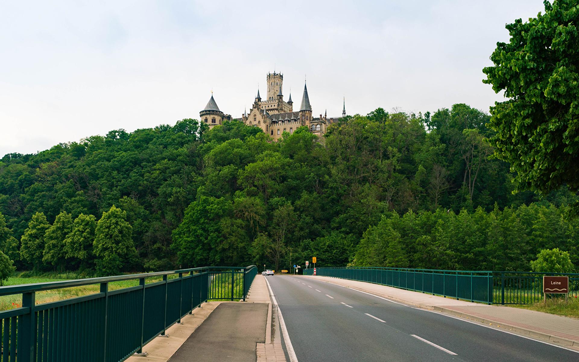 Fotos Deutschland Marienburg castle road in Pattensen Burg Natur Zaun Wald Straße 1920x1200 Wege Wälder