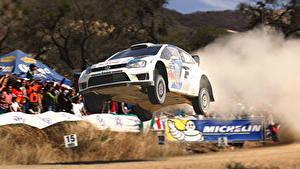 Fotos Volkswagen Flug Autos Sport