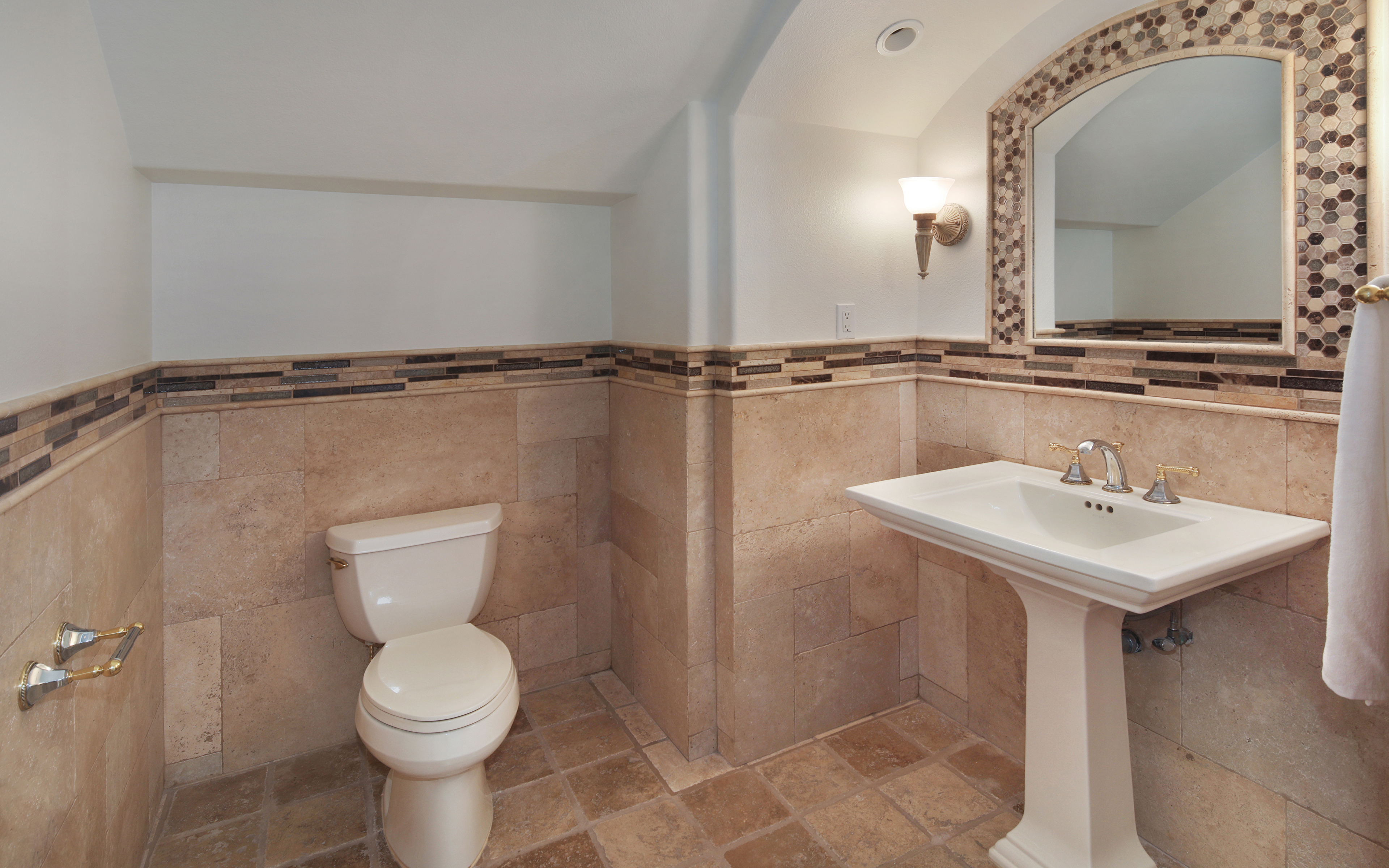 Picture Toilet Interior Mirror Design 3840x2400 wc restroom toilet room