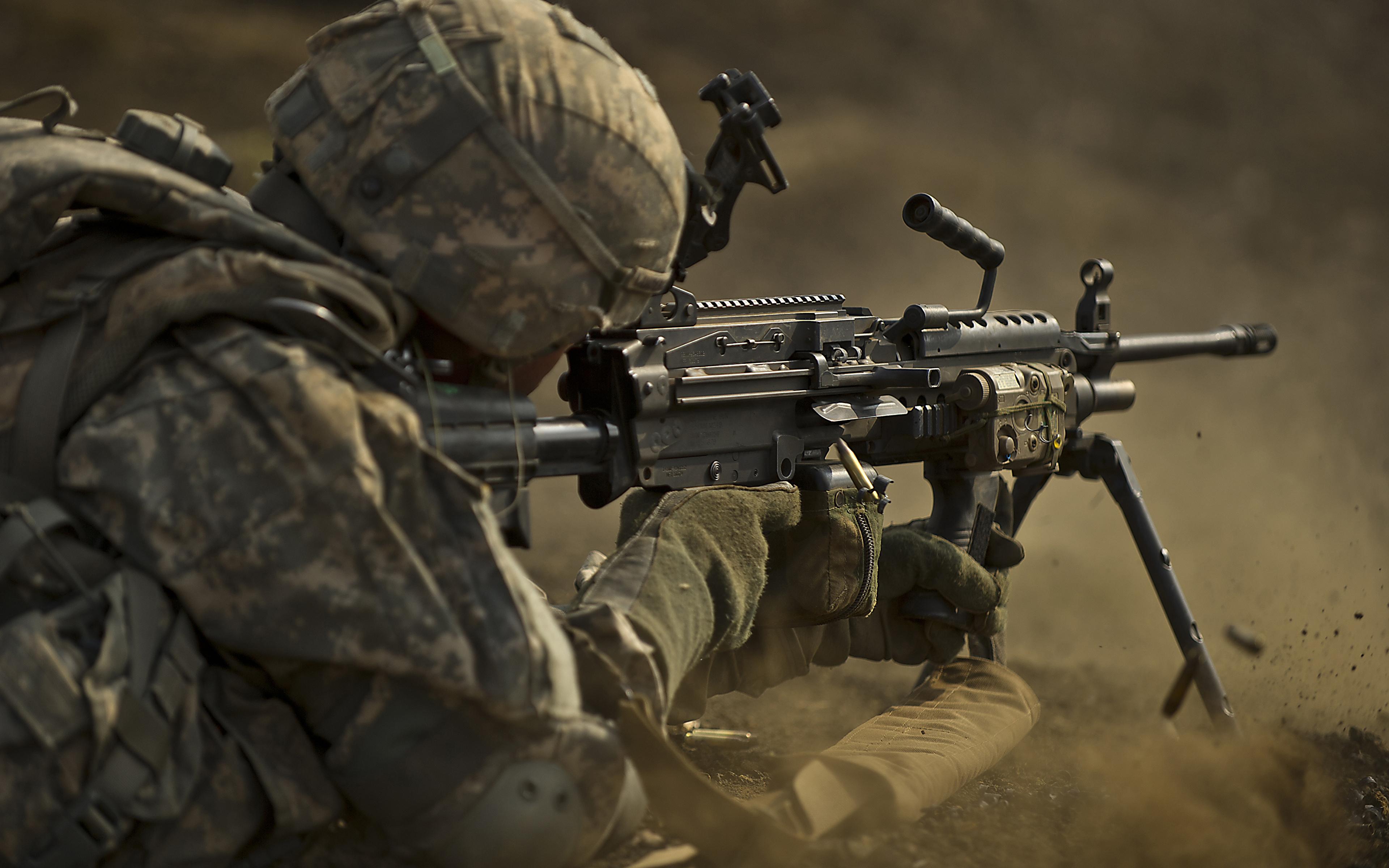 壁紙 3840x2400 兵 機関銃 ミリタリーヘルメット ヘルメット 陸軍 ダウンロード 写真