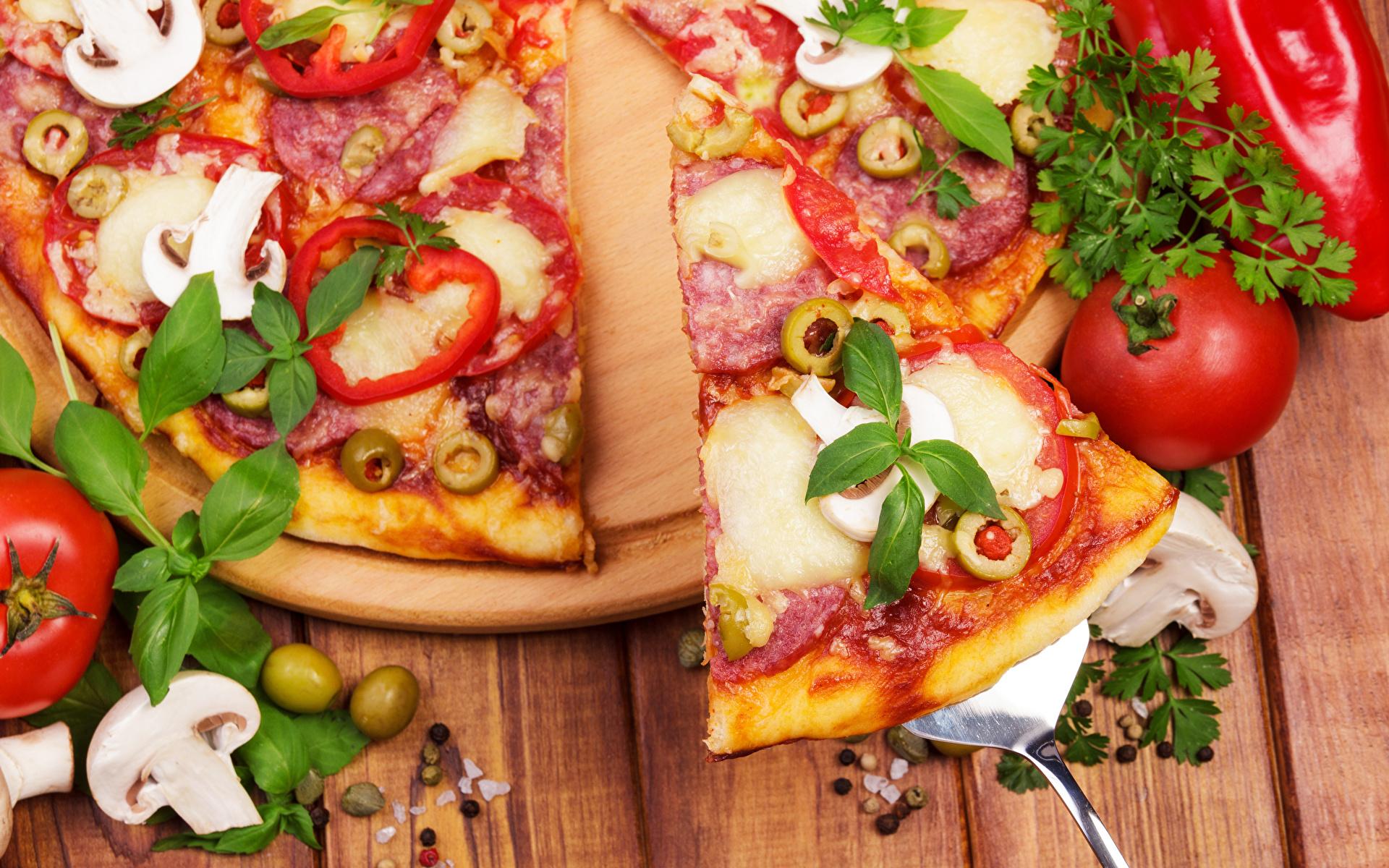 Fotos von Lebensmittel Pizza Tomaten Pilze Fast food Basilikum Großansicht 1920x1200 das Essen Tomate Königskraut Basilienkraut hautnah Nahaufnahme