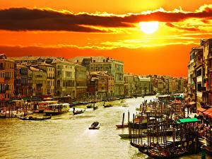 Bilder Italien Haus Boot Himmel Sonnenaufgänge und Sonnenuntergänge Venedig Kanal Sonne Städte