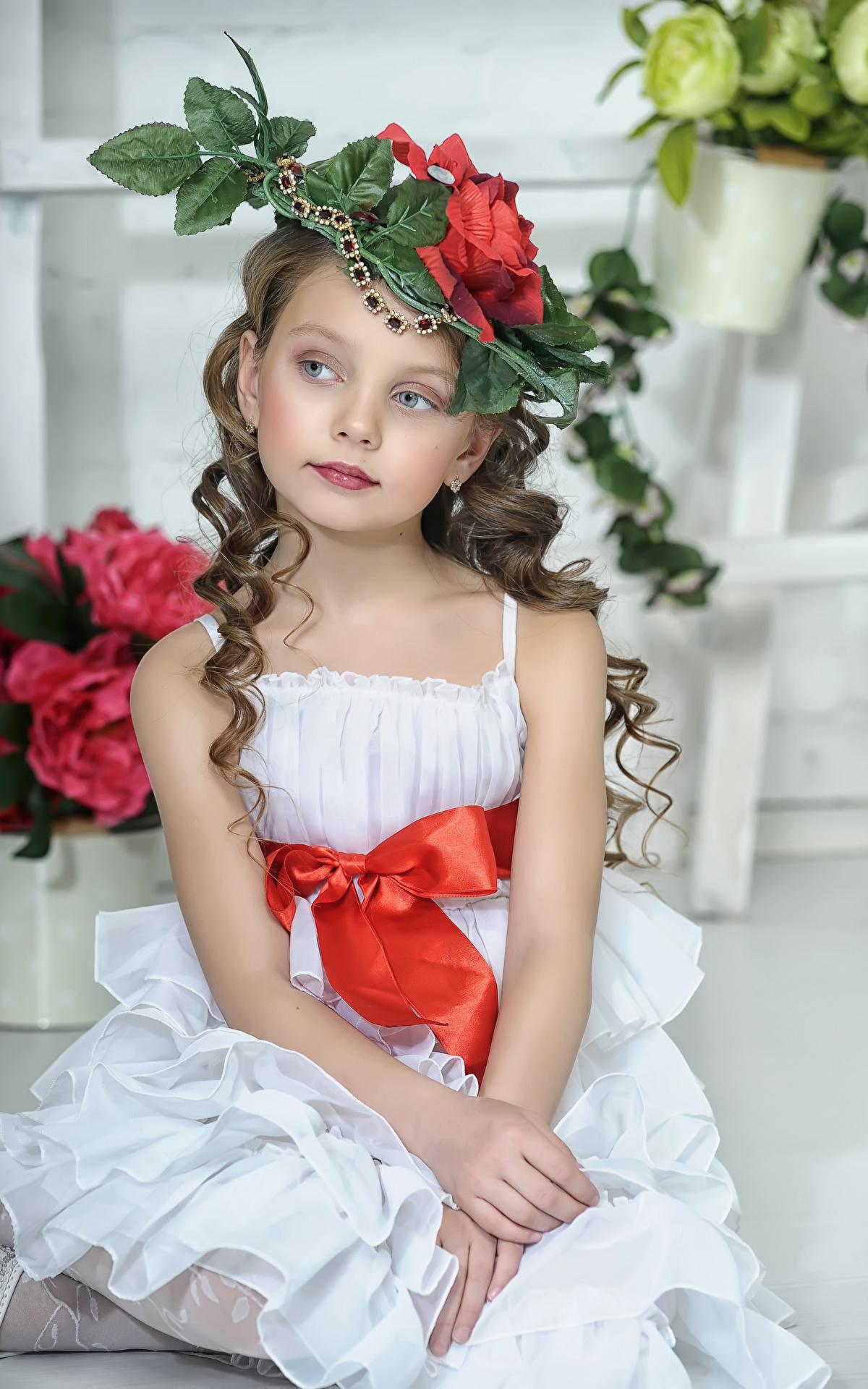 Fotos Kleine Mädchen Model Kinder Der Hut Sitzend Kleid 1200x1920