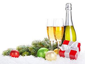 Papéis de parede Ano-Novo Champanhe Feriados Bolas Presentes Copo de vinho Garrafa Alimentos