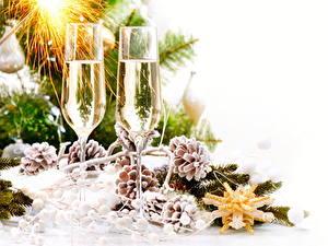 Papéis de parede Ano-Novo Feriados Vinho espumante Galho Pinha Copo de vinho Alimentos
