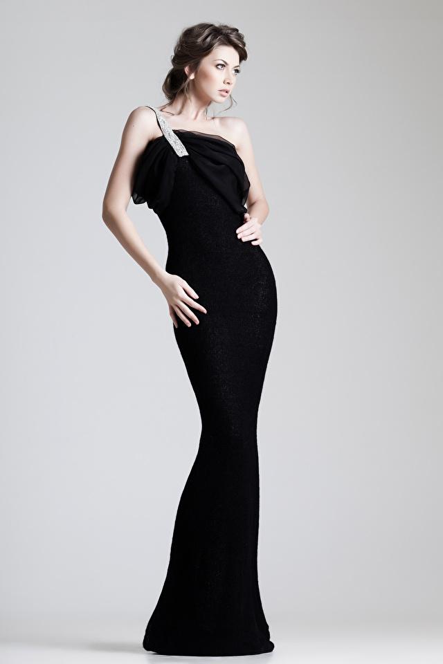 Foto Braune Haare Mädchens Grauer Hintergrund Kleid 640x960 Braunhaarige