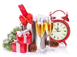 Papéis de parede Feriados Ano-Novo Relógio Champanhe Presentes Copo de vinho Laço Pinha Galho