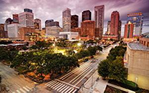 Fotos USA Wolkenkratzer Wege Haus Park Bäume Straßenlaterne Megalopolis Texas Houston