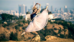 Fotos Ballett Rock Blondine Sprung junge frau
