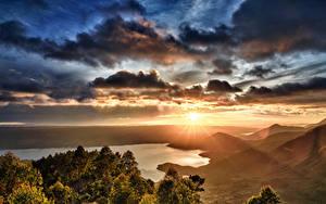 Fotos Indonesien Landschaftsfotografie Sonnenaufgänge und Sonnenuntergänge See Wolke Sonne Lake Toba Sumatra