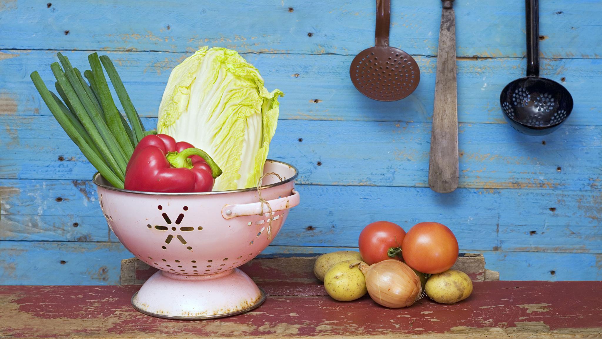 Bilder Tomate Zwiebel Kartoffel Gemüse Lebensmittel Bretter 2048x1152