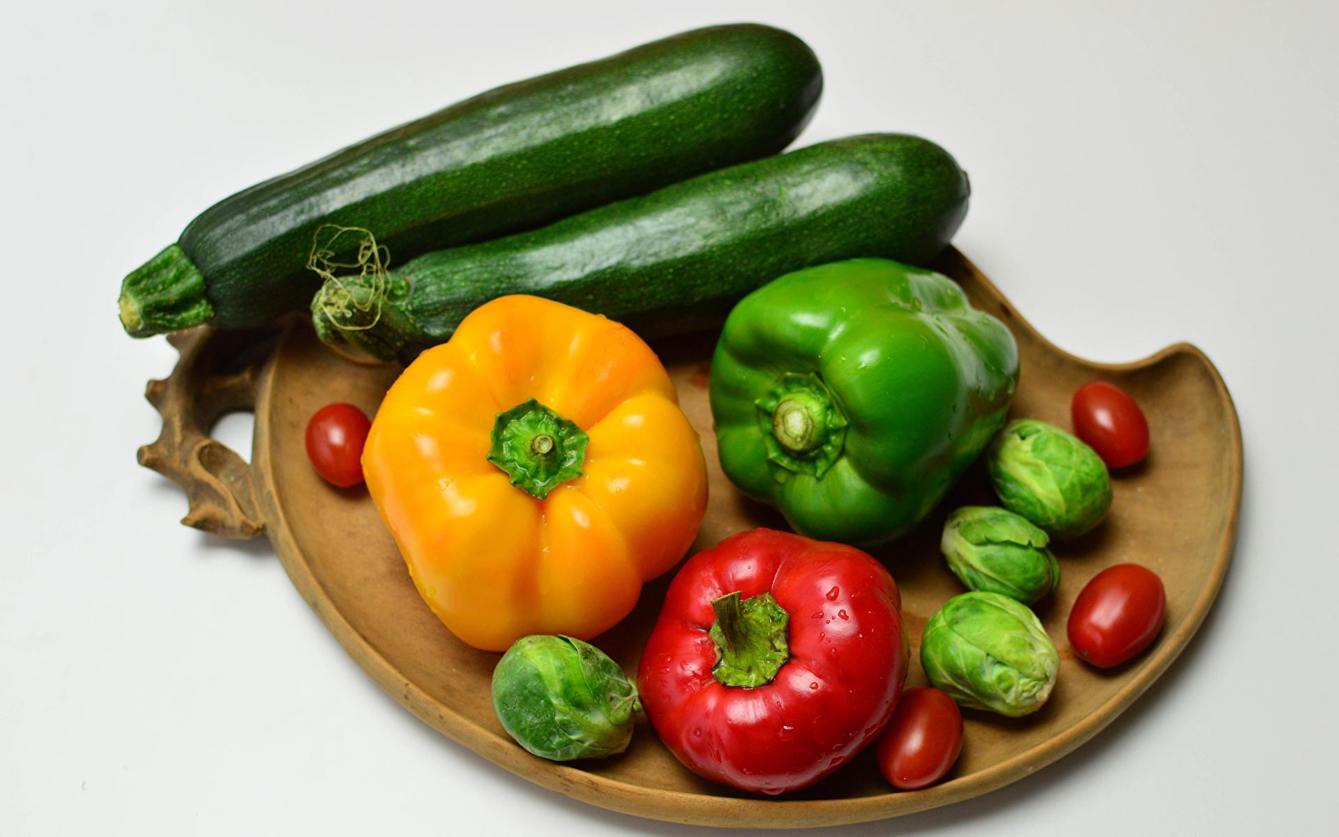 Immagini Pomodori Zucchina Cibo Verdura Peperone Sfondo grigio 1920x1200 zucchine alimento