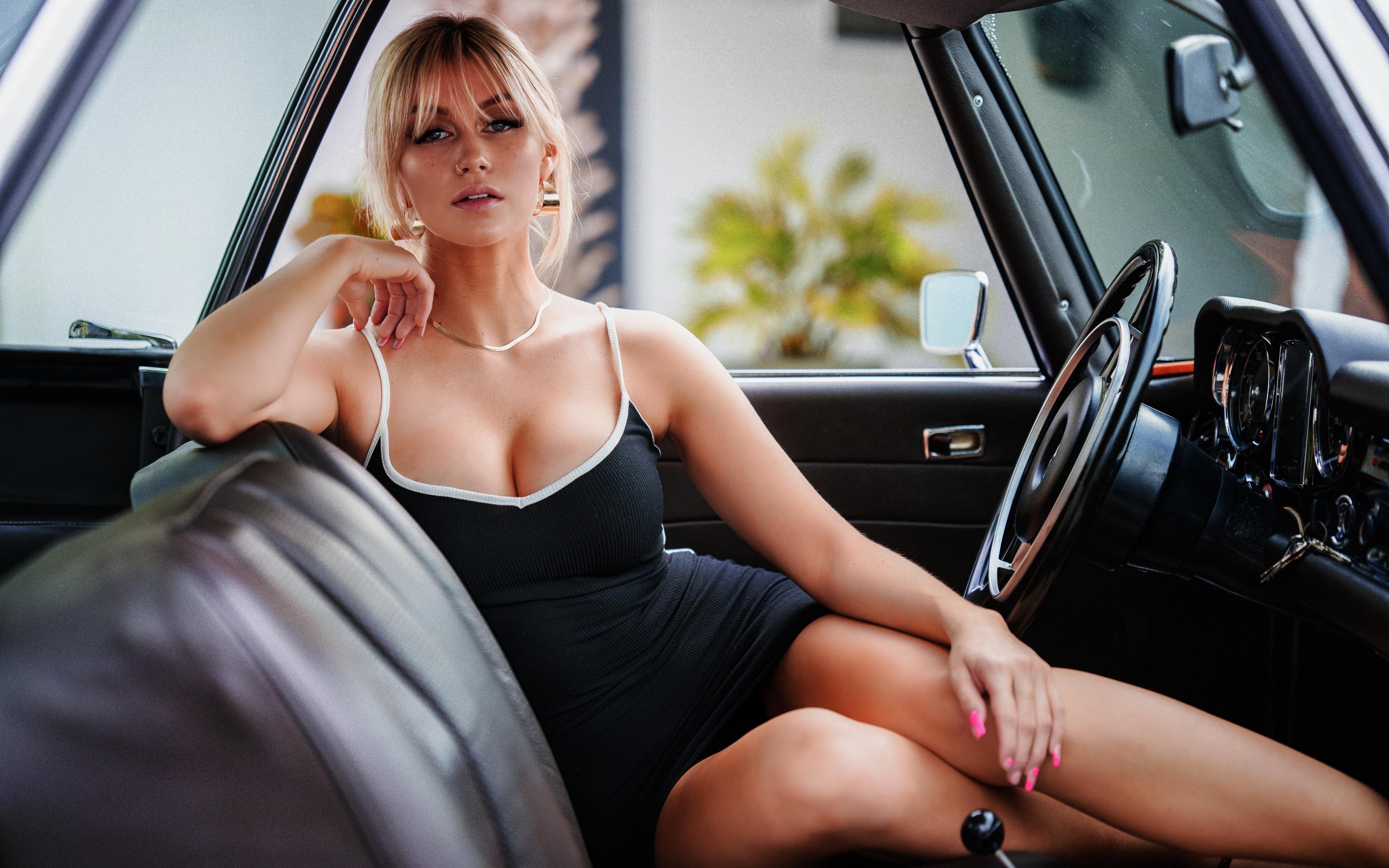 Bilder Blondine Marina Dekolleté junge Frauen Bein Autos sitzen Starren Kleid 3840x2400 Blond Mädchen dekolletee Mädchens junge frau auto sitzt Sitzend automobil Blick