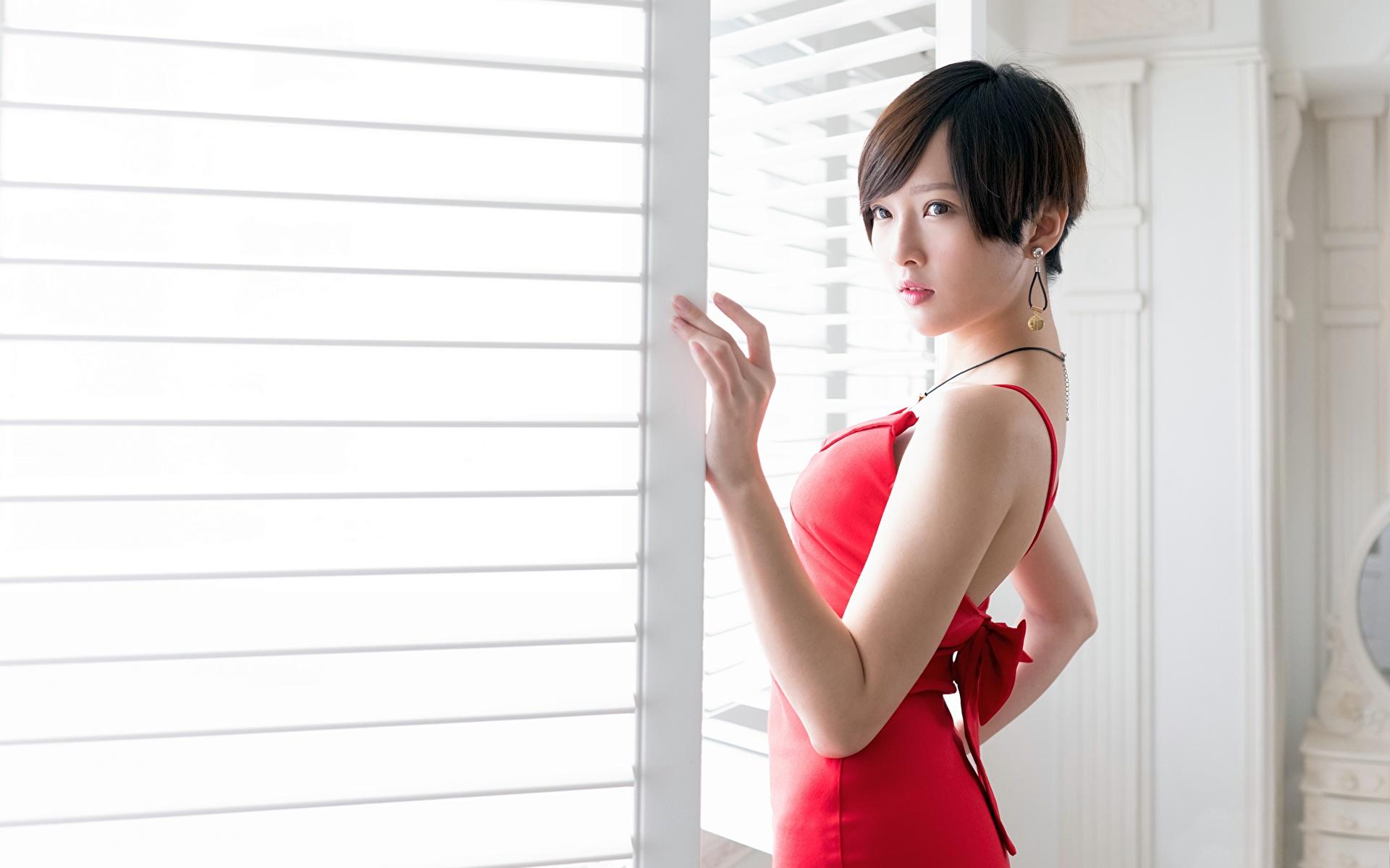 zdjęcia Brunetka Dziewczyny Azjaci Ręce wzrok Sukienka 1920x1200 dziewczyna młoda kobieta młode kobiety azjatycka Spojrzenie