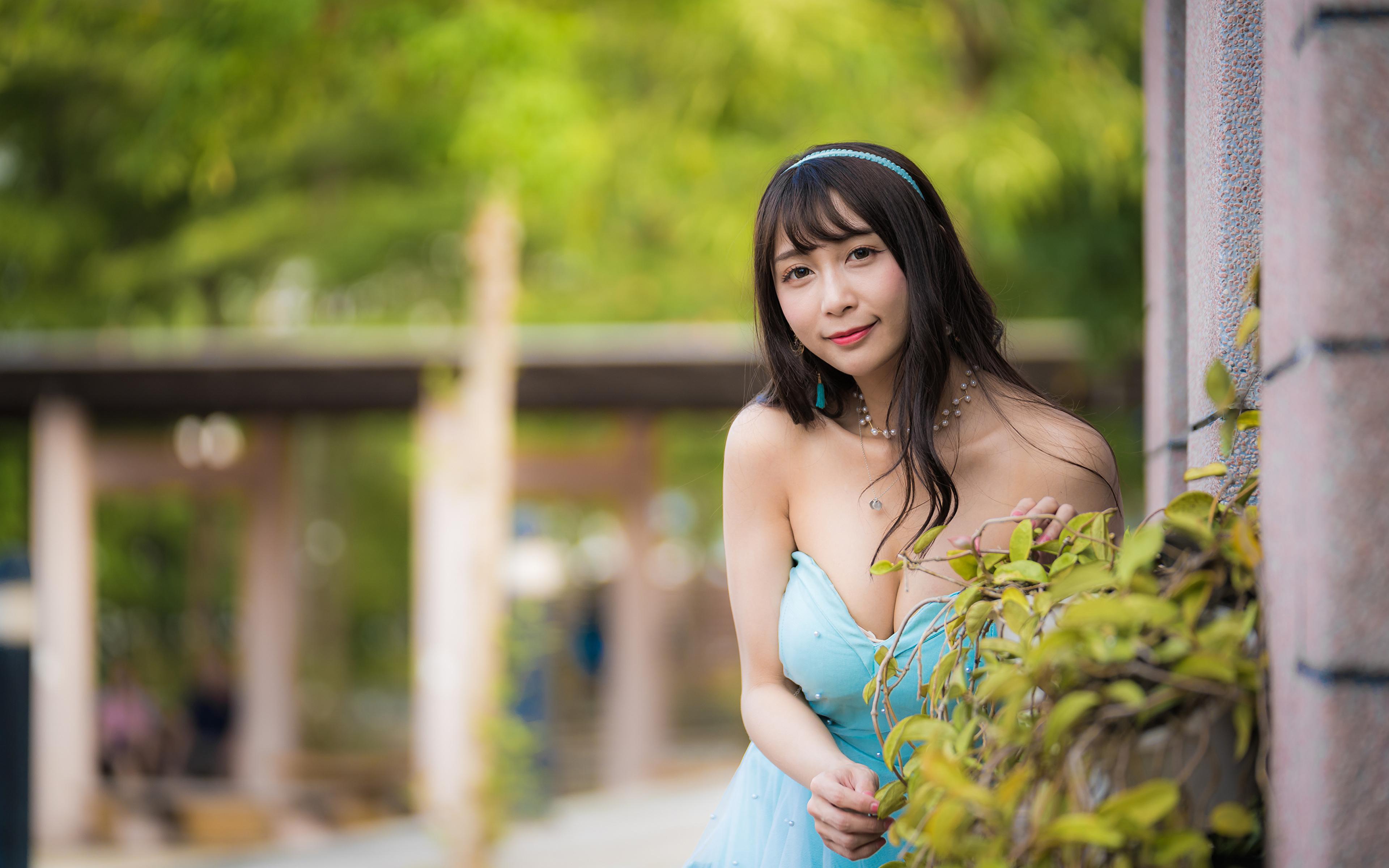 Bilder von Brünette unscharfer Hintergrund Dekolleté junge frau asiatisches Blick Kleid 3840x2400 Bokeh dekolletee Mädchens junge Frauen Asiaten Asiatische Starren