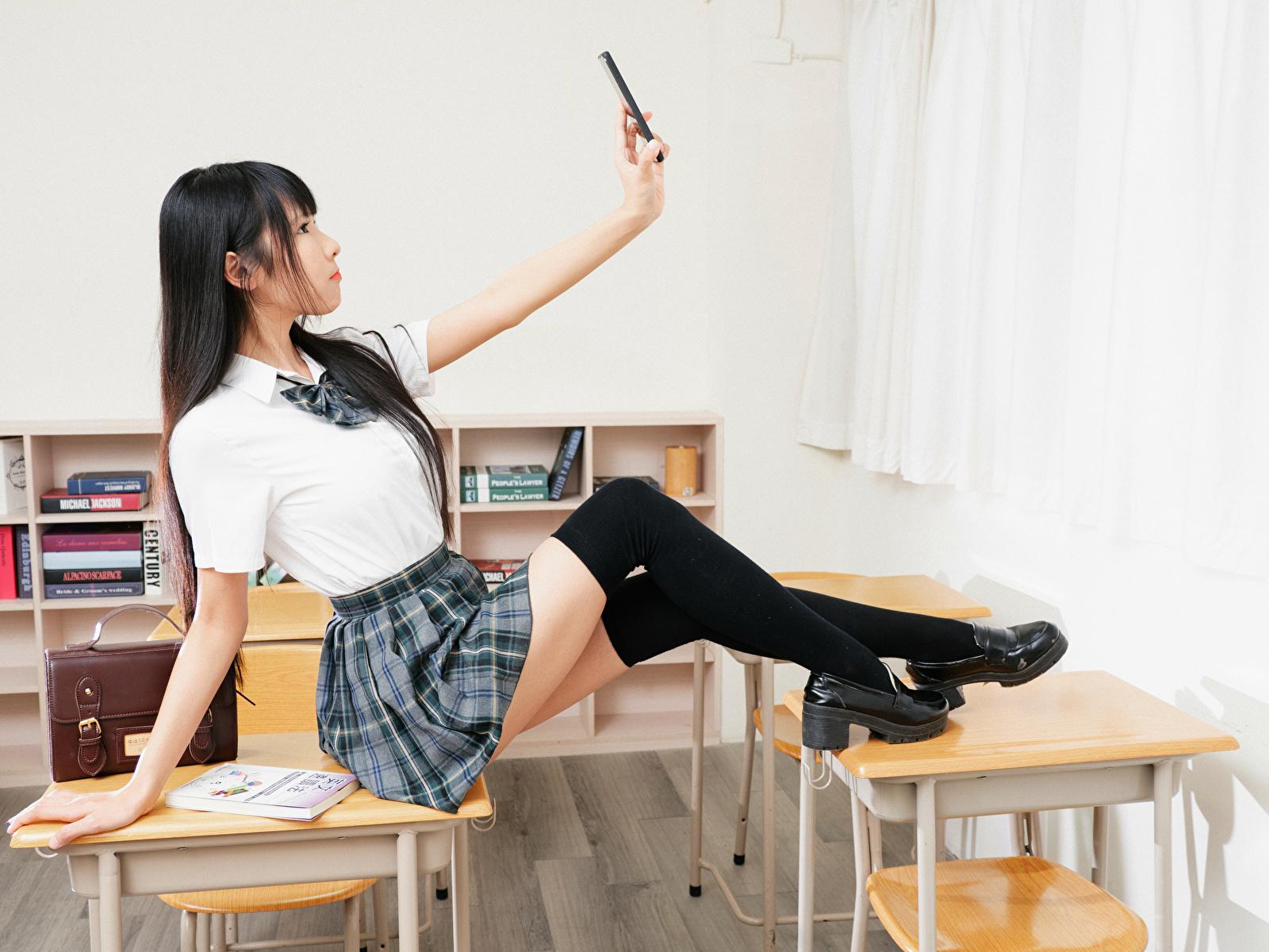 Bilder von Brünette Schülerin Long Socken Selfie Mädchens Bein asiatisches Uniform 1600x1200 Schulmädchen junge frau junge Frauen Asiaten Asiatische