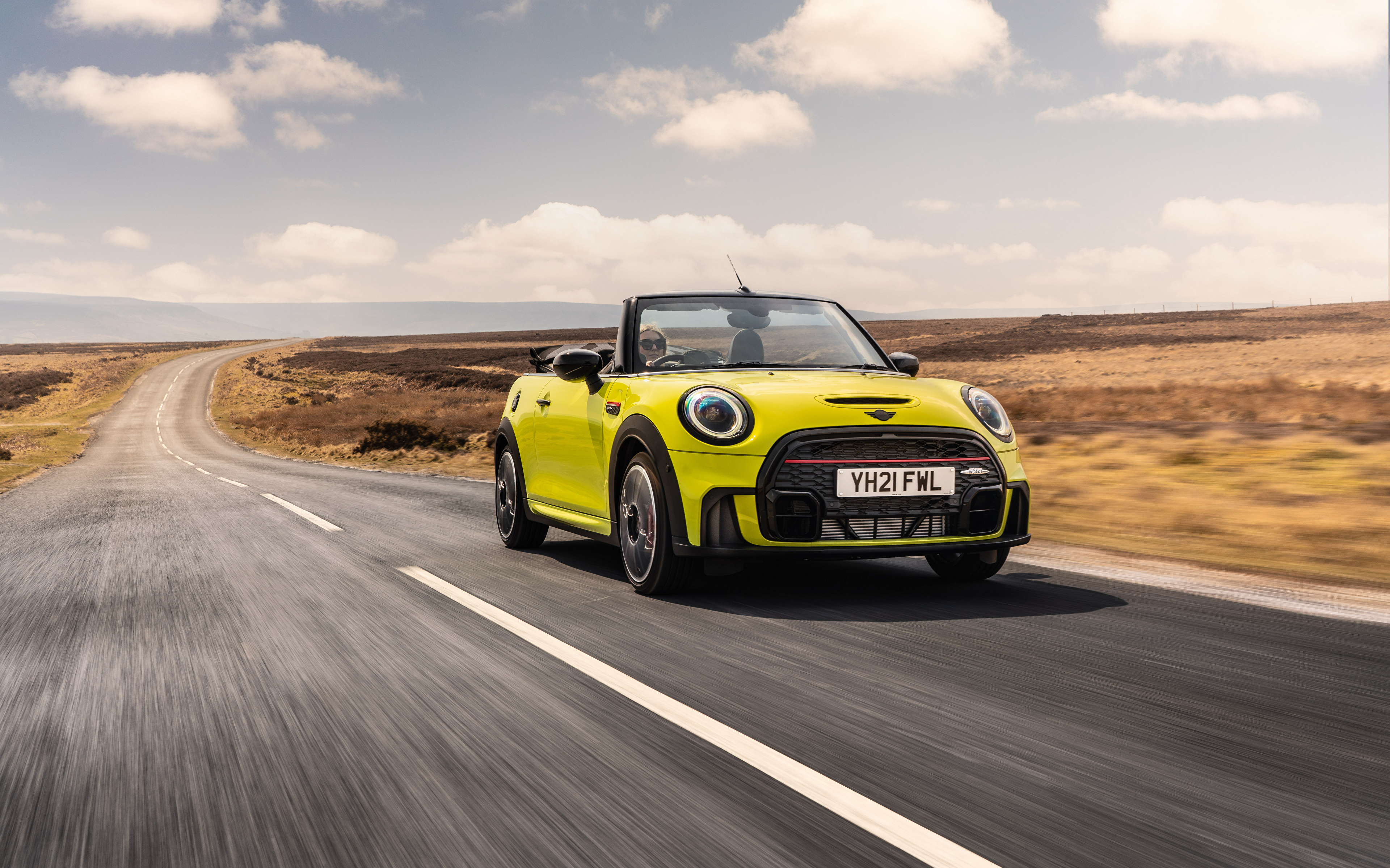 Bilder på skrivbordet Mini John Cooper Works Cabrio, (UK-spec), (F57), 2021 Cabriolet gul grön vägar Rörelse bil Metallisk 3840x2400 öppen bil Ljusgrön Väg går Bilar automobil