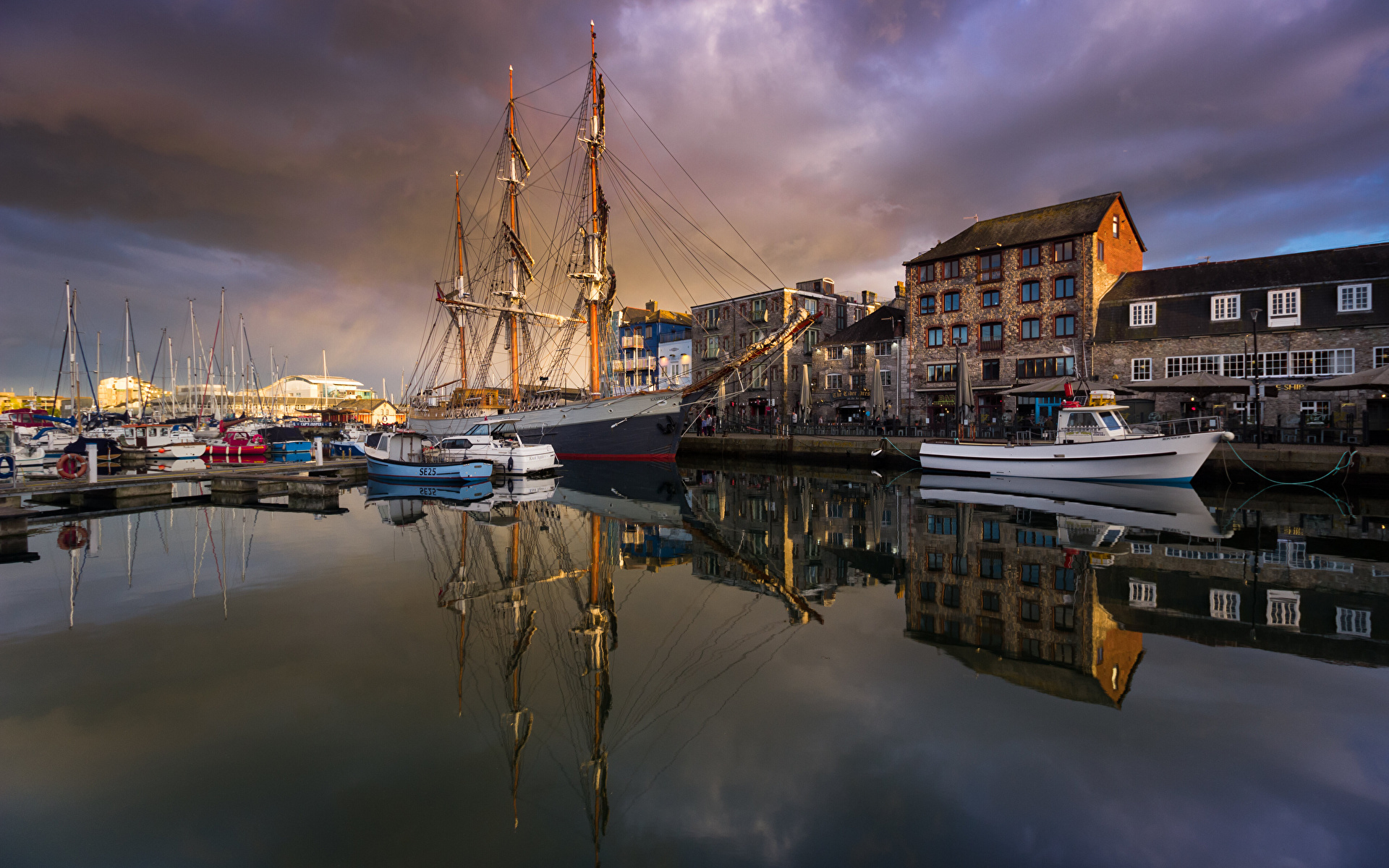 Photo England Plymouth ship People Pier Motorboat Waterfront Cities Building 1920x1200 Ships Berth Marinas speedboat powerboat Houses