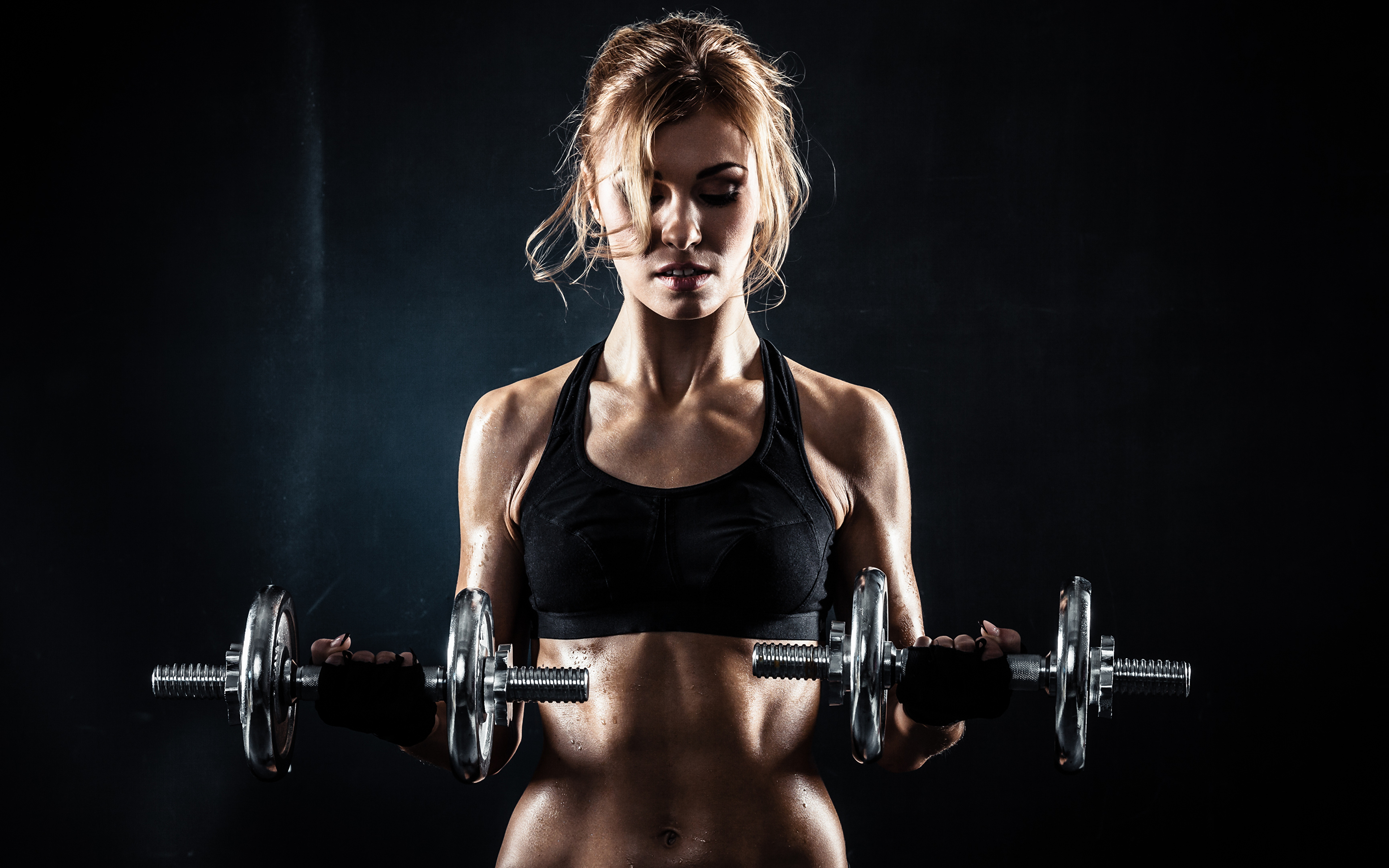 3840x2400 Fitness sexy pose blonde dumbbell Mancuerna mujer joven, mujeres jóvenes, deportivas, atlética, deportes, mancuernas Deporte Chicas