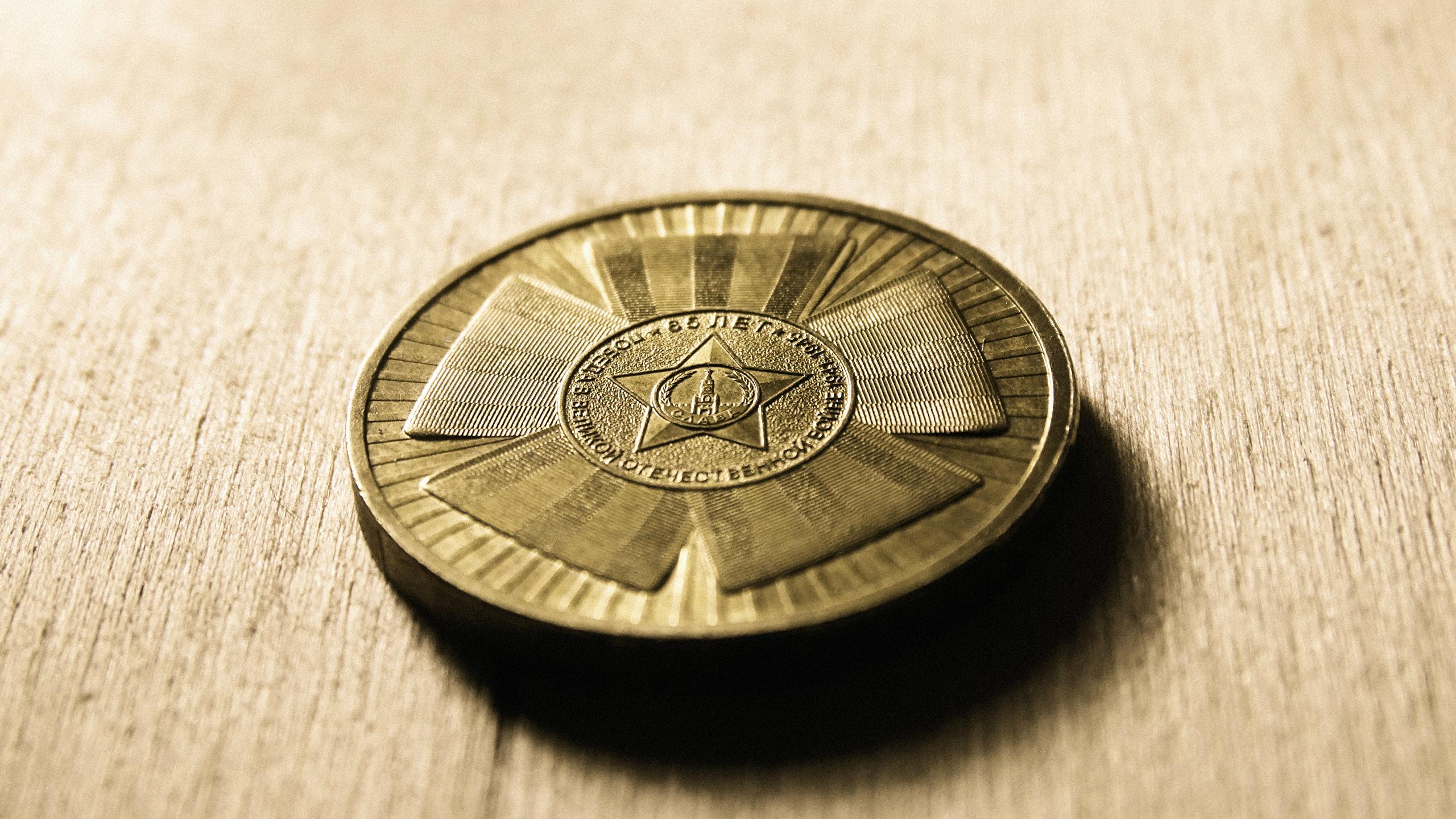 Wallpaper Coins Closeup 2560x1440