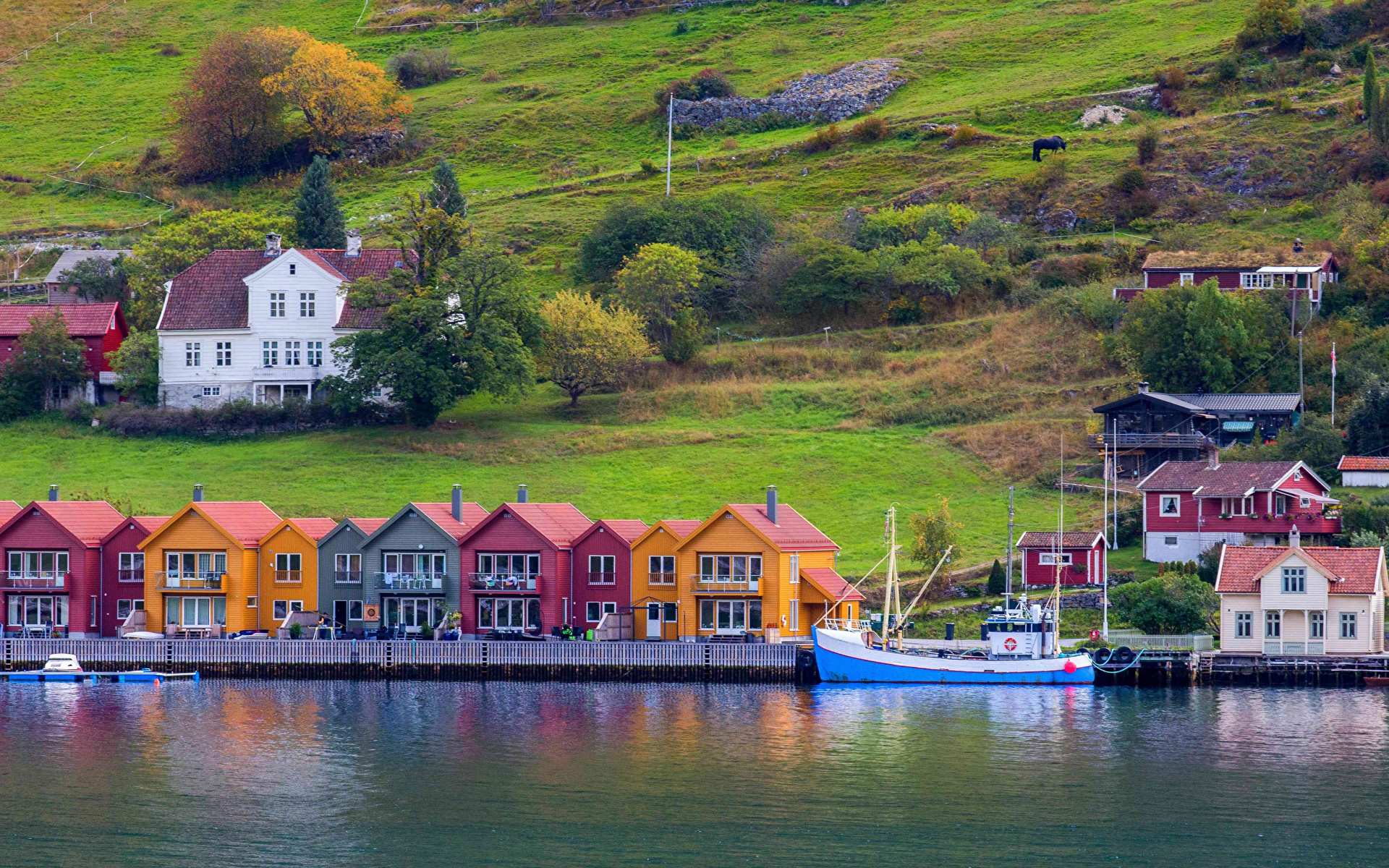 Обои для рабочего стола Норвегия Port de Kaupanger Залив Пристань Здания Города 1920x1200 Пирсы залива заливы Причалы Дома город