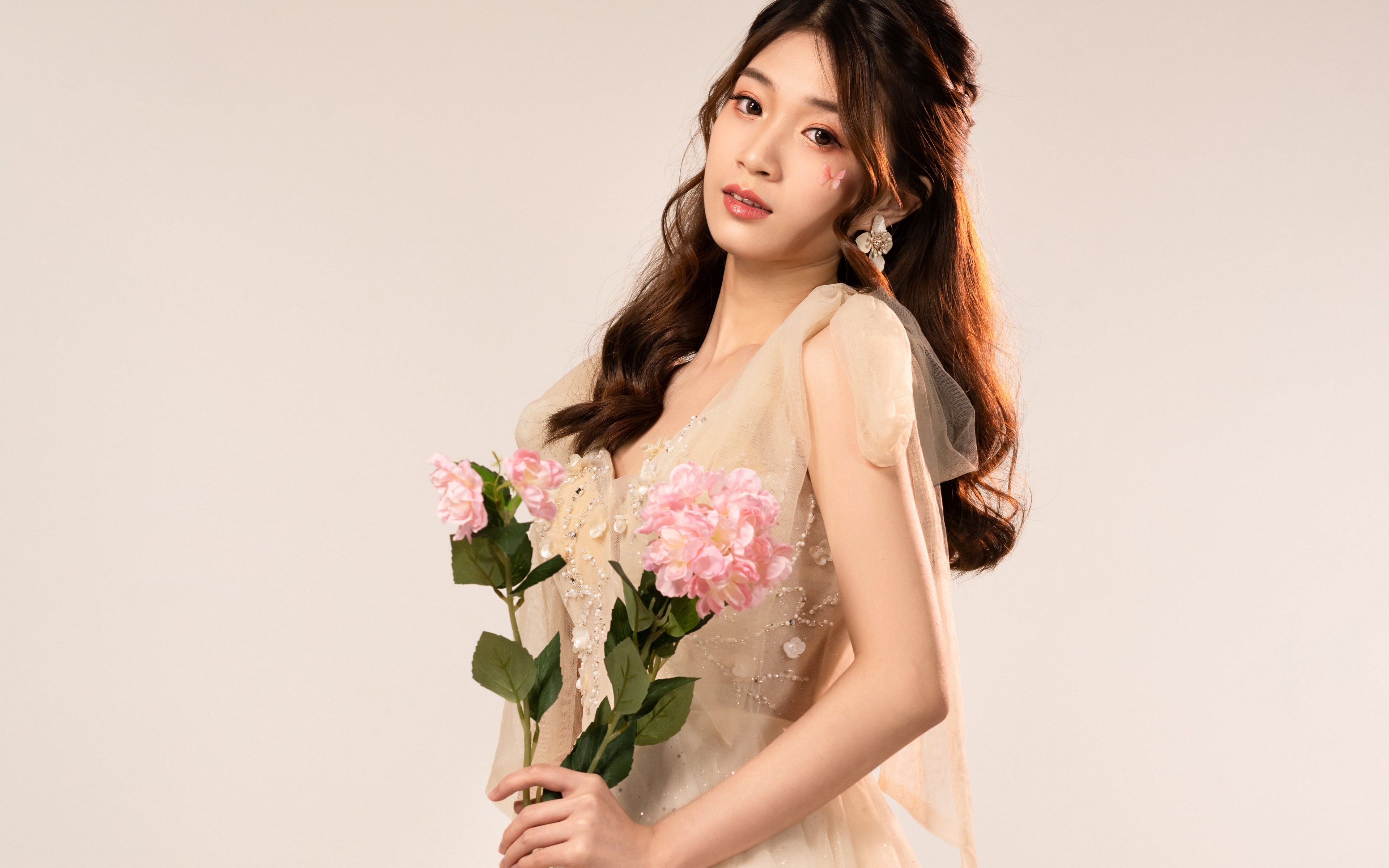 Fotos Sträuße junge Frauen Asiatische Blick 3840x2400 Blumensträuße Mädchens junge frau Asiaten asiatisches Starren