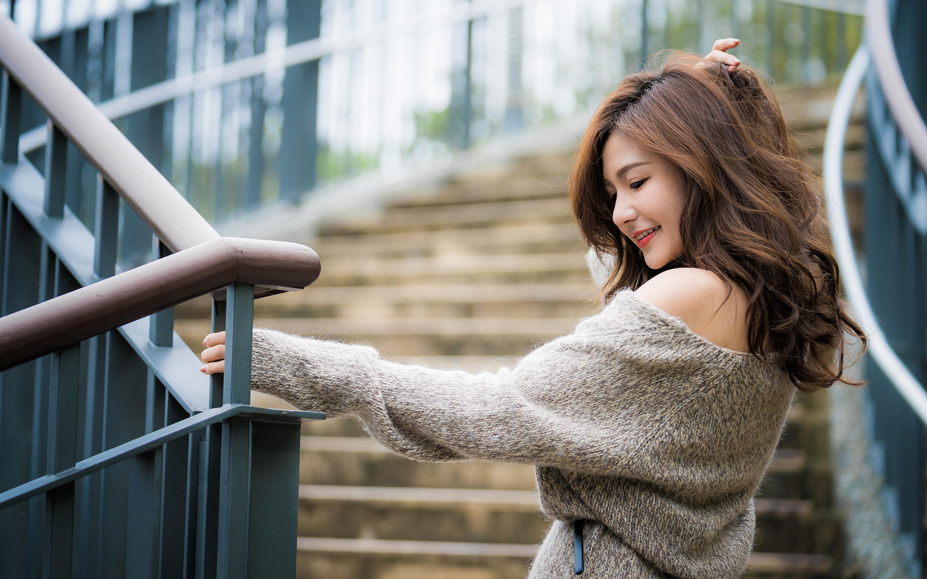 Desktop Hintergrundbilder Braunhaarige Lächeln Bokeh Haar Mädchens Sweatshirt asiatisches 3840x2400 Braune Haare unscharfer Hintergrund junge frau junge Frauen Asiaten Asiatische