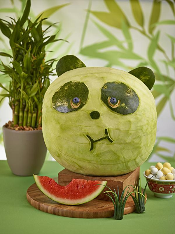 Fotos von Pandas Wassermelonen das Essen Design 600x800 Großer Panda Lebensmittel