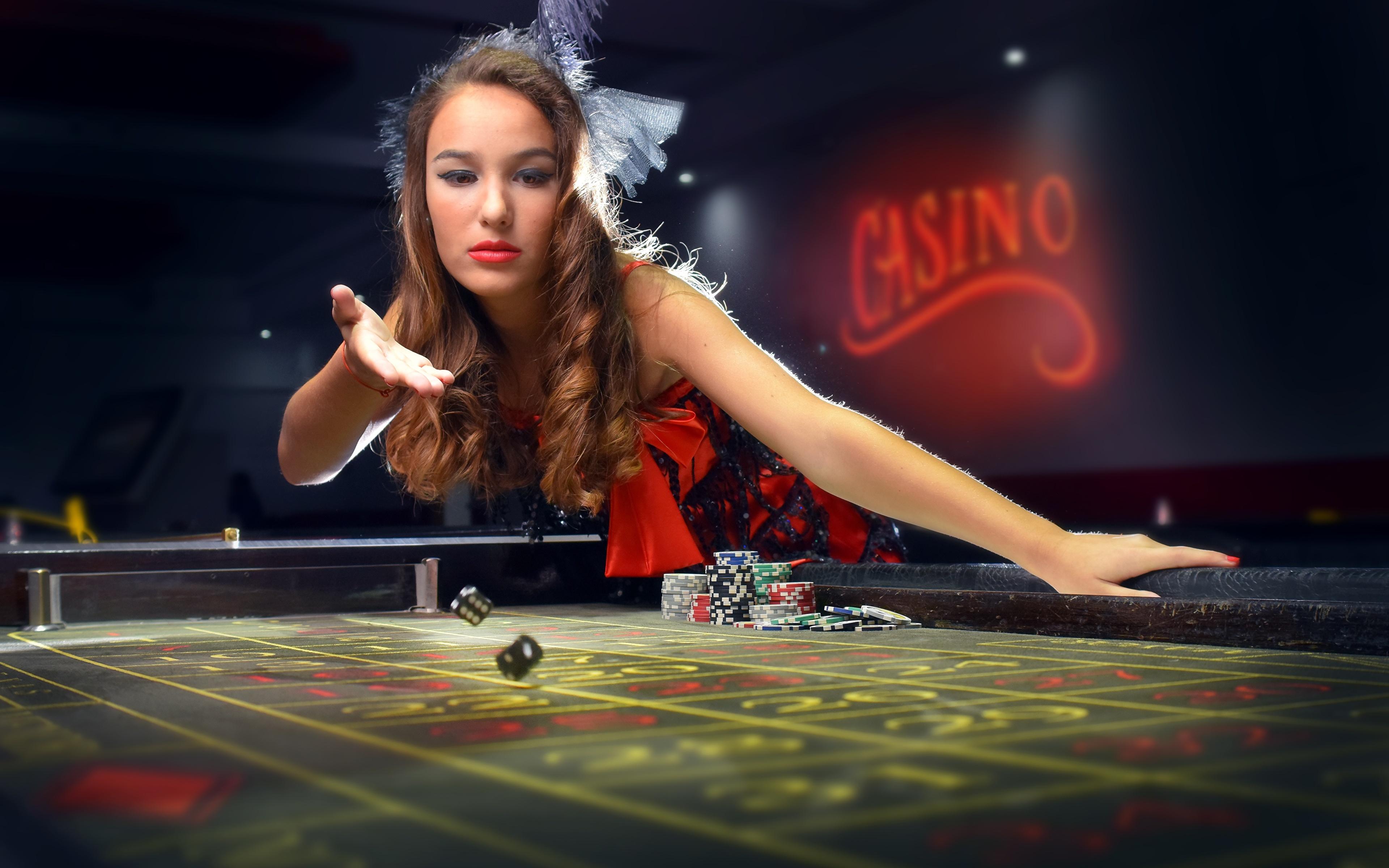 壁紙 3840x2400 茶色の髪の女性 カジノ サイコロ テーブル 少女