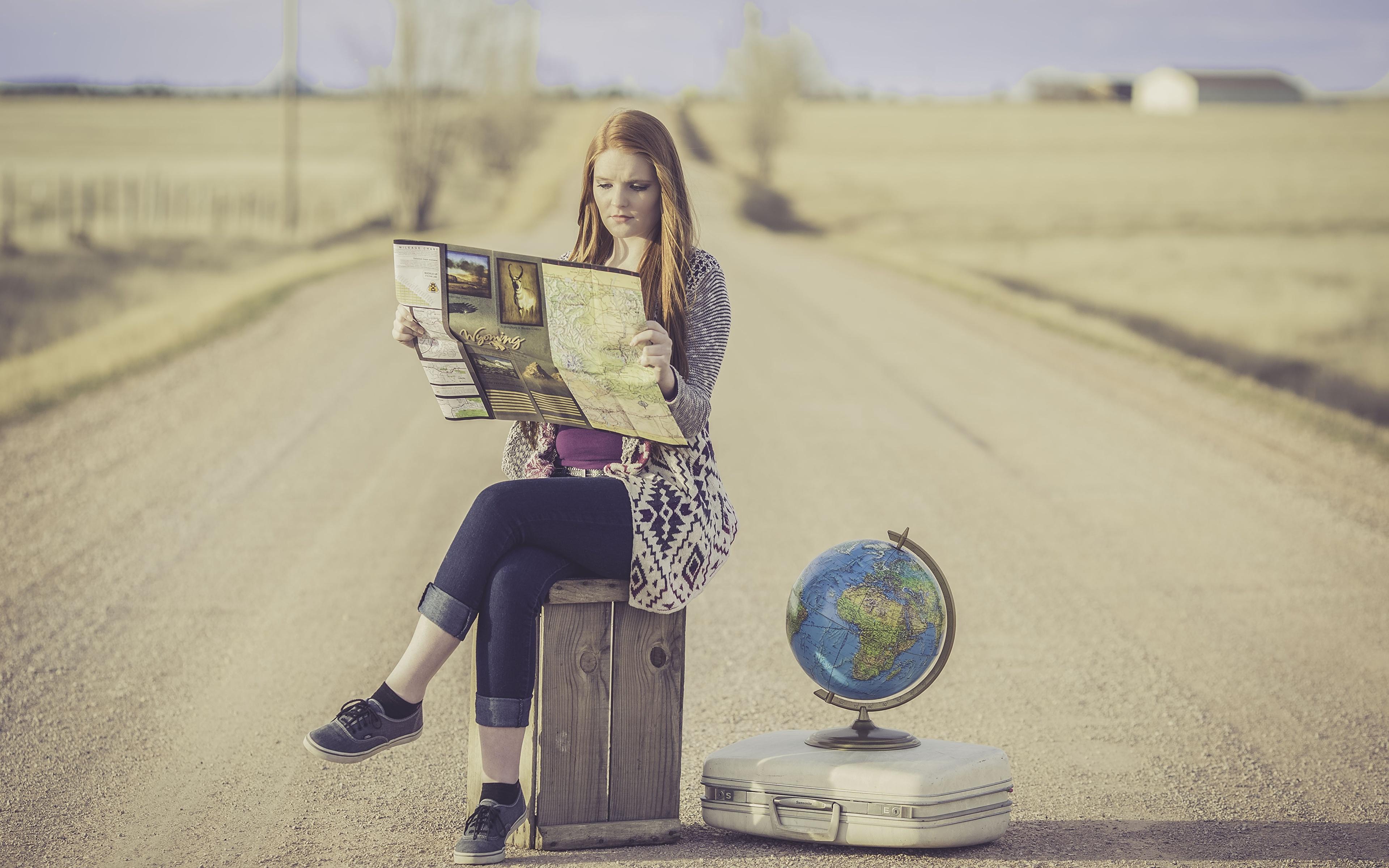 Bilder von Mädchens Globus Tourist Koffer Straße Sitzend 3840x2400 Reisender Wege