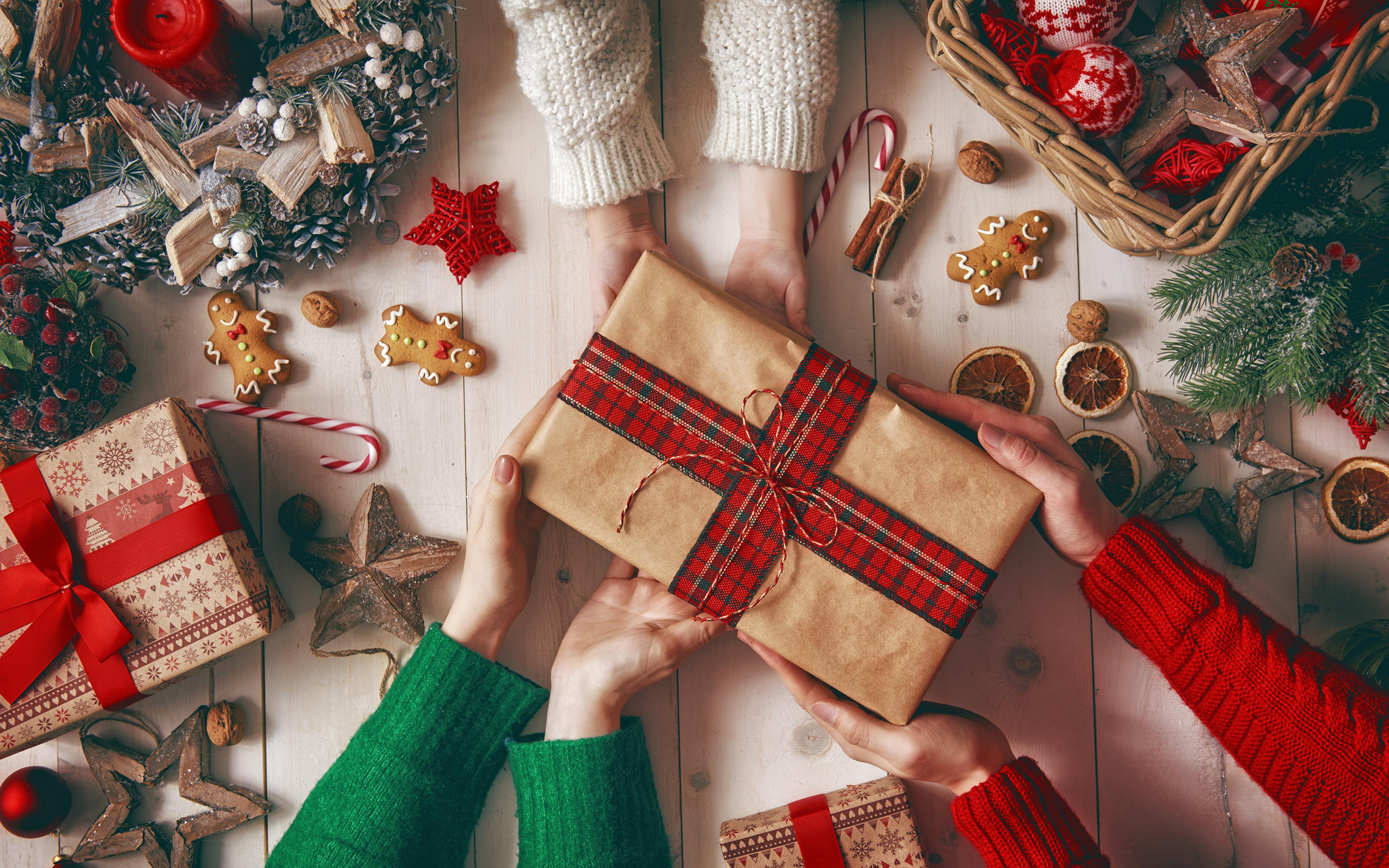 Hintergrundbilder Neujahr Stern-Dekoration Zimt Geschenke Hand Kekse Kerzen 3840x2400