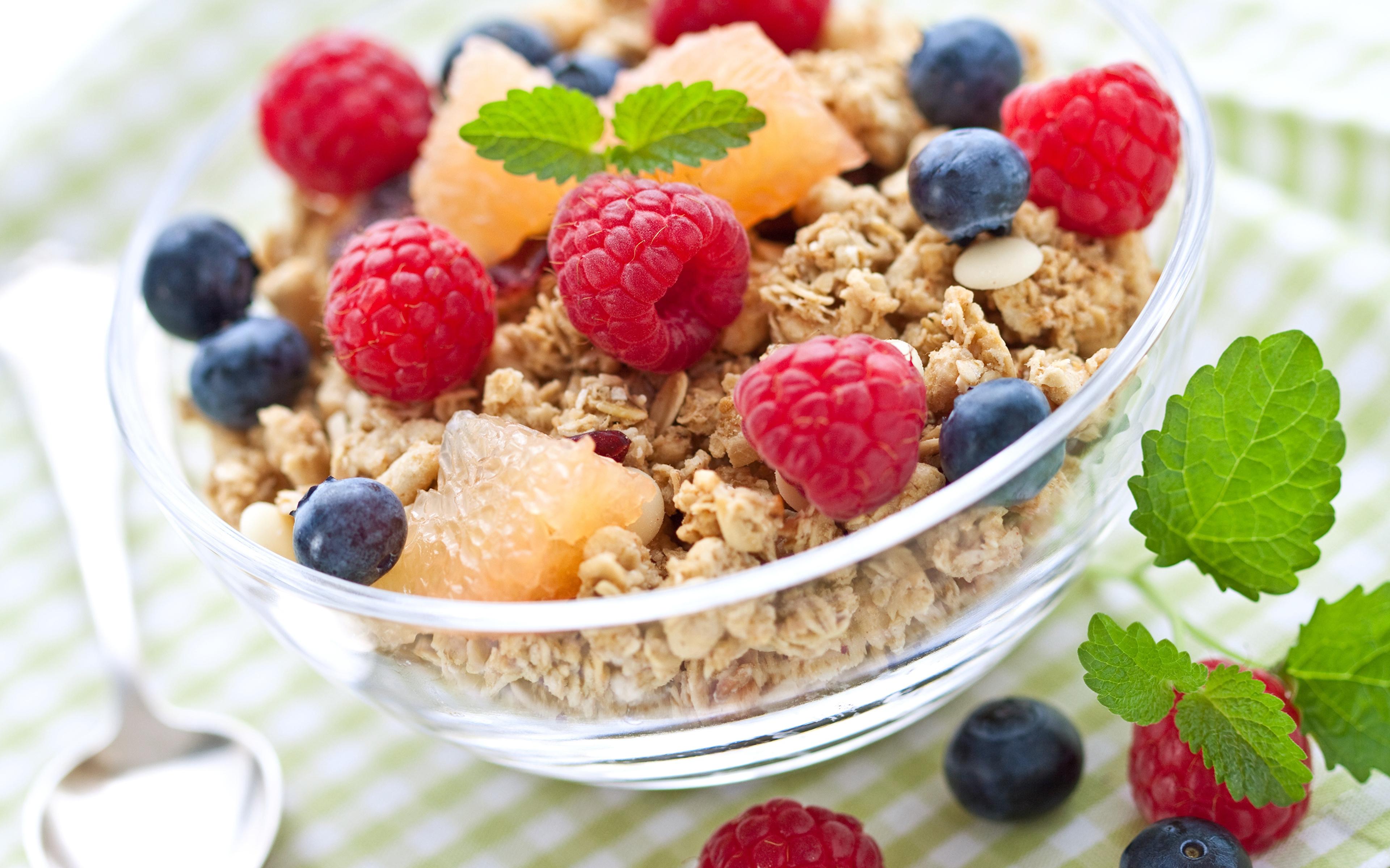 Fotos von Frühstück Himbeeren Heidelbeeren Müsli das Essen 3840x2400