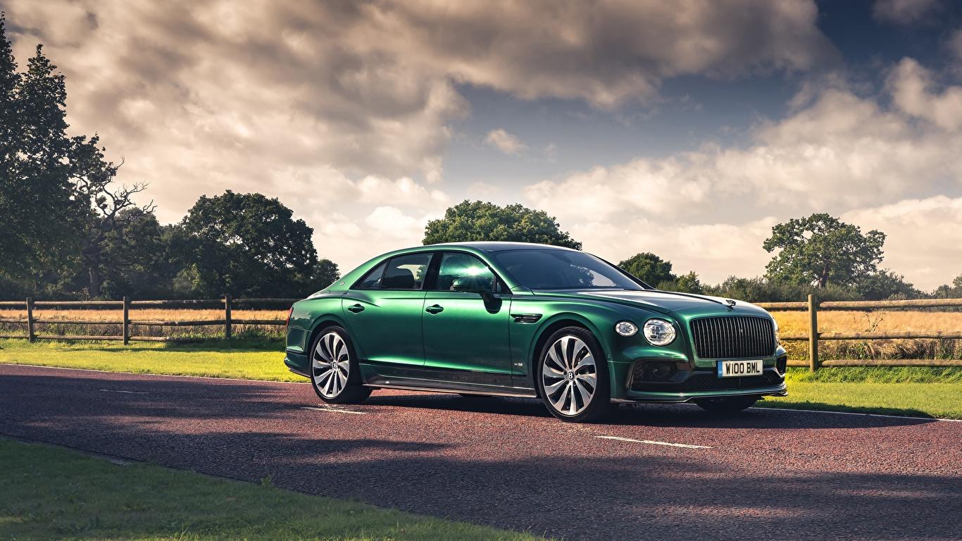 Bakgrunnsbilder Bentley Flying Spur, Styling Specification, UK-spec, 2020 Sedan Grønn bil Sett fra siden 1366x768 Biler automobil side utsikt
