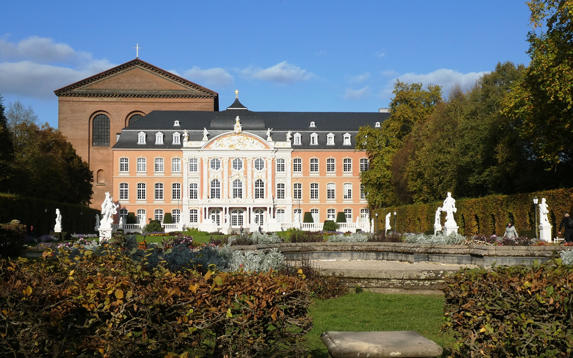 Pictures Palace Germany Monuments Electoral Palace, Trier, Rhineland-Palatinate Gardens Cities Sculptures 1920x1200