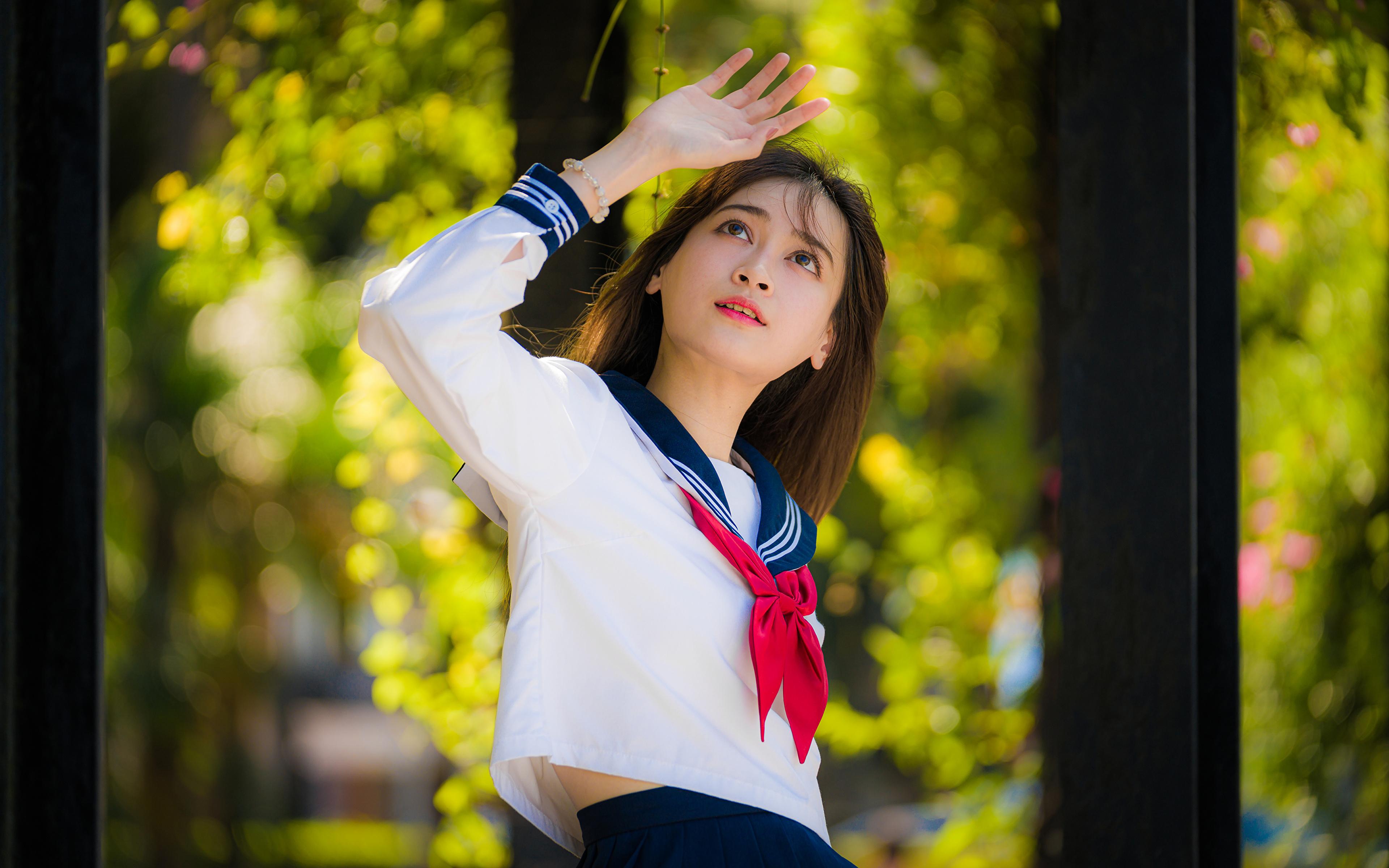 Foto Schulmädchen unscharfer Hintergrund posiert Bluse Krawatte junge frau asiatisches Hand 3840x2400 Schülerin Bokeh Pose Mädchens junge Frauen Asiaten Asiatische