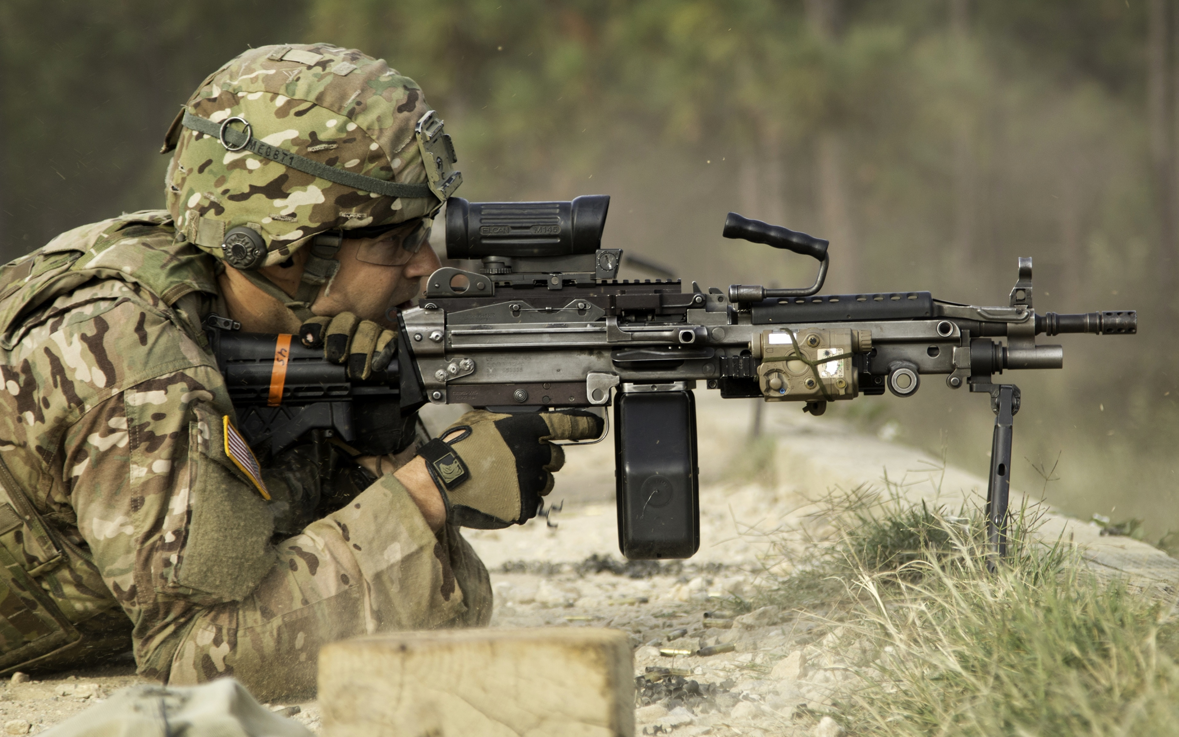 壁紙 3840x2400 兵 機関銃 ミリタリーヘルメット ヘルメット カモフラージュ 陸軍 ダウンロード 写真