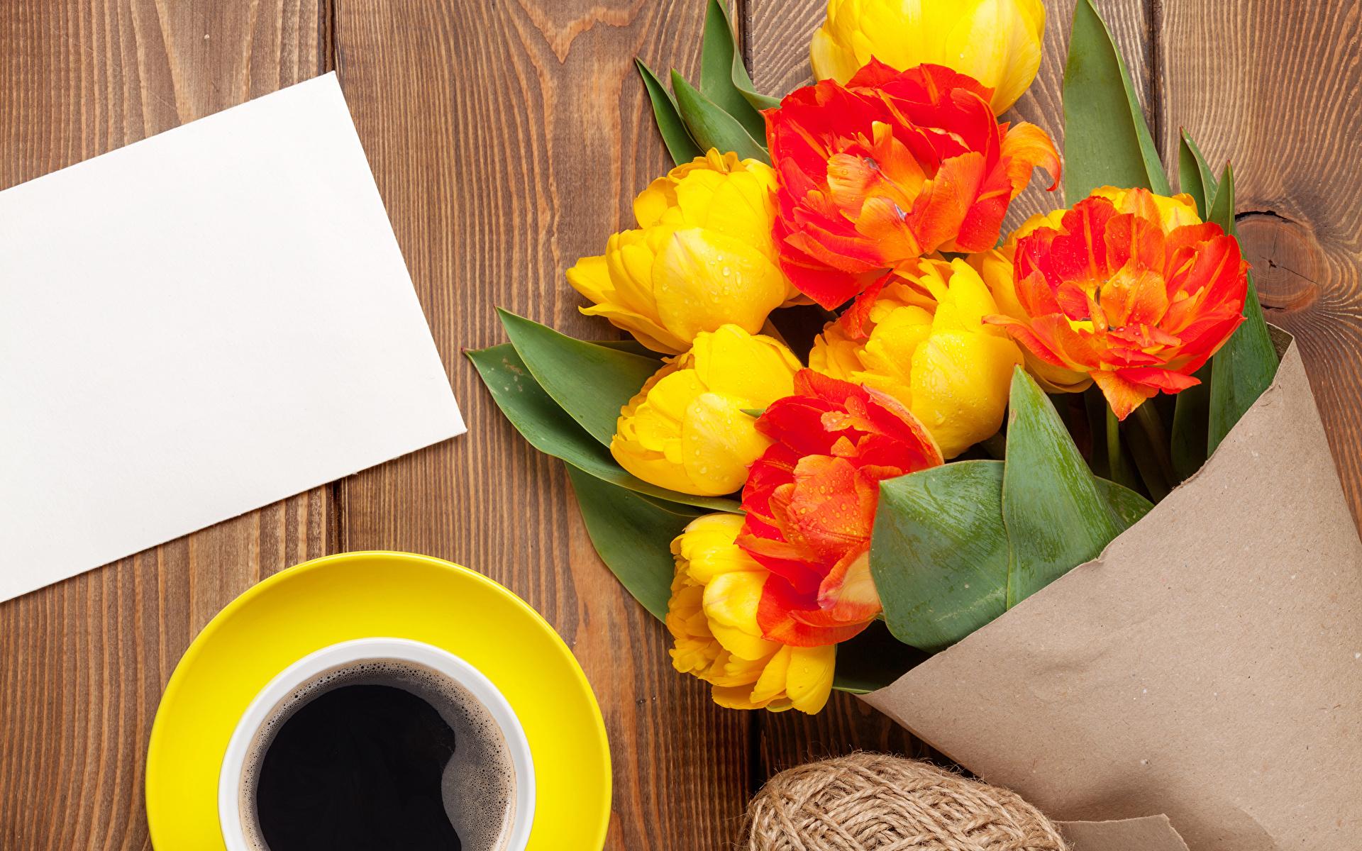 Foto's Boeketten Tulpen Koffie Bloemen Een kopje wenskaartsjabloon Planken 1920x1200 boeket tulp bloem Wenskaart Sjabloon