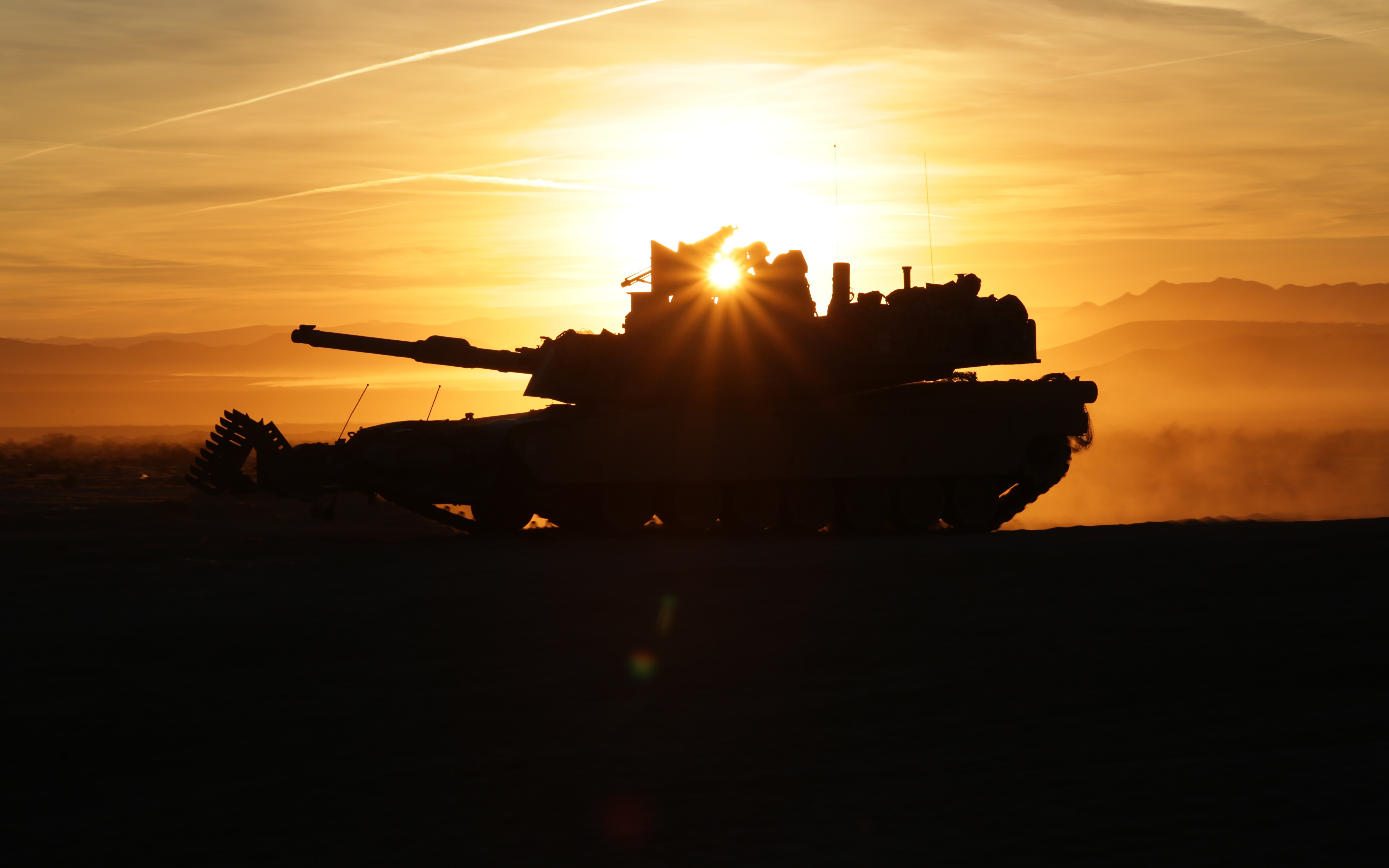Tanks_M1_Abrams_M1A2_Silhouette_Rays_of_light_549386_3840x2400.jpg