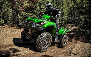 Fotos ATV Mann Fahrendes Helm Uniform