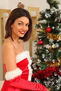 Fotos Abigail B Neujahr Weihnachtsbaum Braunhaarige Lächeln Blick Mädchens