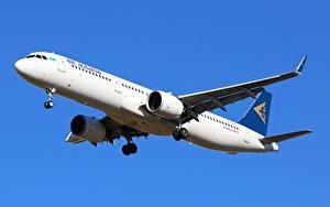 Fotos Airbus Flugzeuge Verkehrsflugzeug Air Astana, A321neo