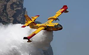 Bilder Flugzeuge Wasser Flug Bombardier 415 Luftfahrt