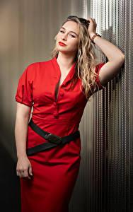 Hintergrundbilder Blondine Posiert Kleid Hand Starren Aleksandra