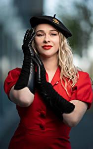 Fotos Pose Unscharfer Hintergrund Kleid Handschuh Hand Barett Blondine Starren Aleksandra Mädchens